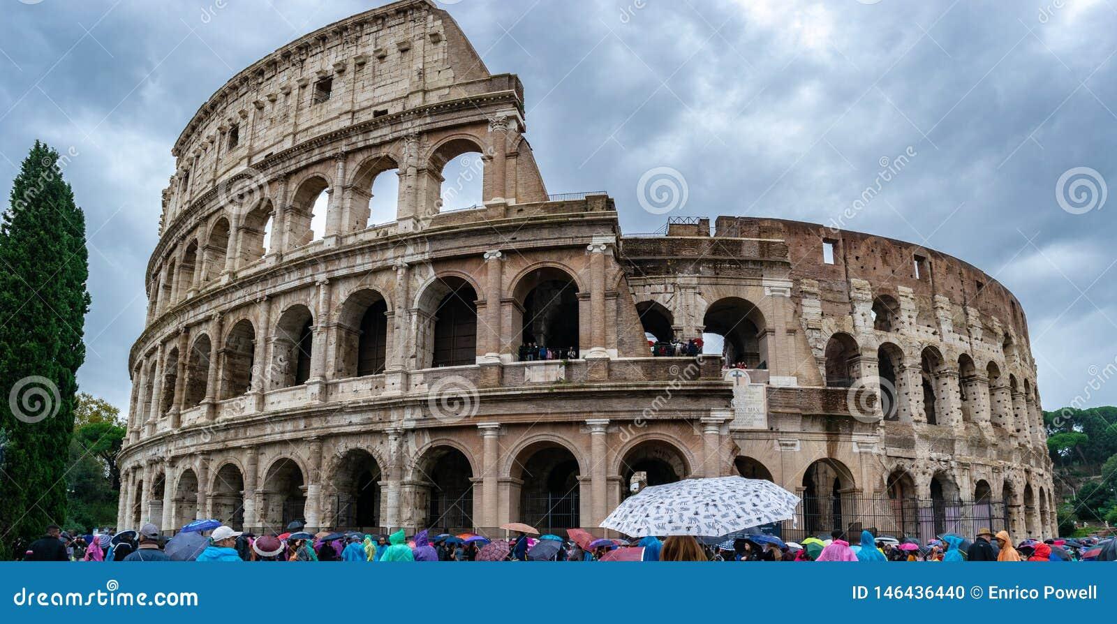 O coliseu ou Flavian Amphitheatre de Colosseum são um anfiteatro oval no centro da cidade de Roma, Itália