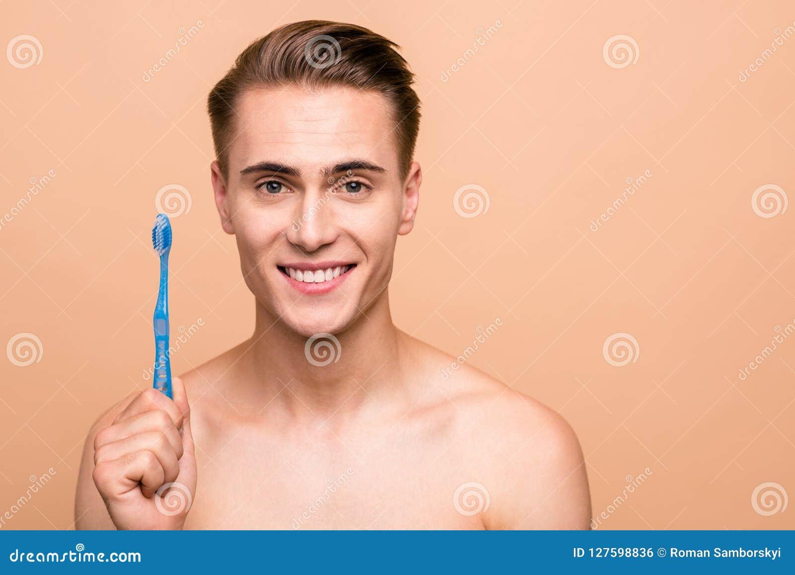 O conceito dos dentes da limpeza é uma maneira correta Feche acima da foto do ha