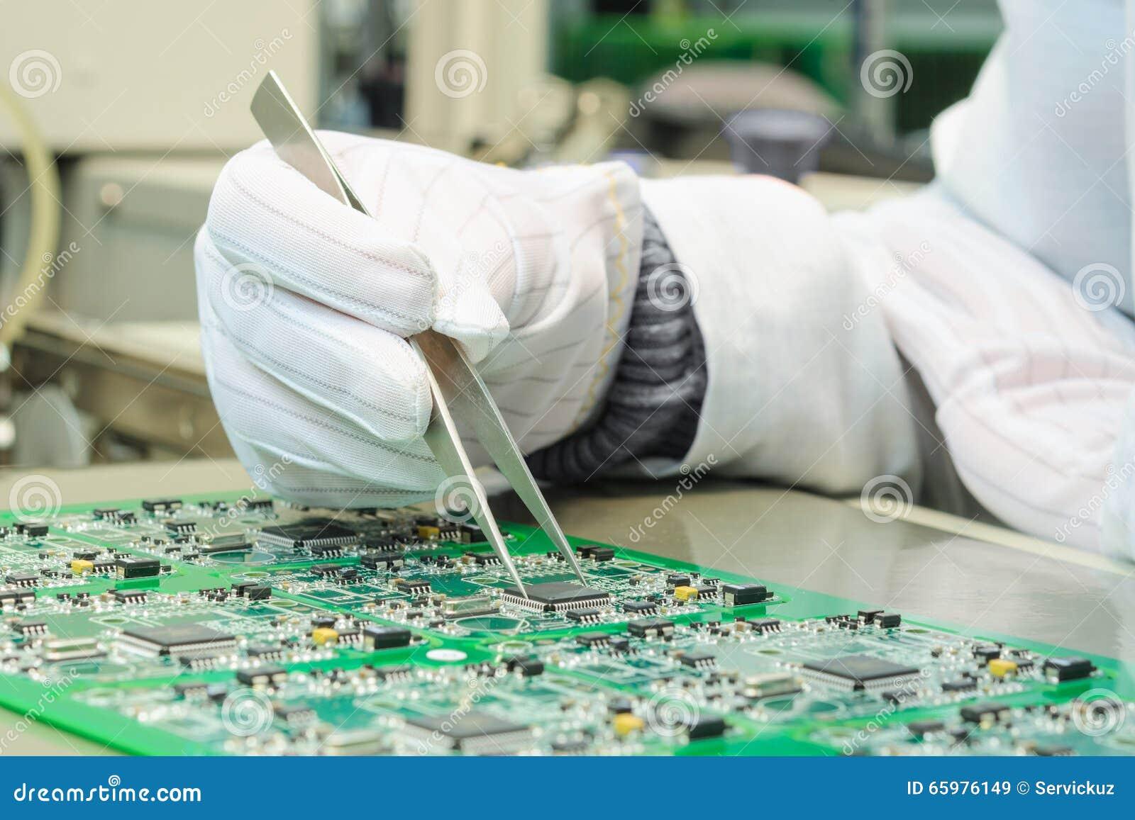 O controle da qualidade e o conjunto SMT imprimiram componentes no PWB
