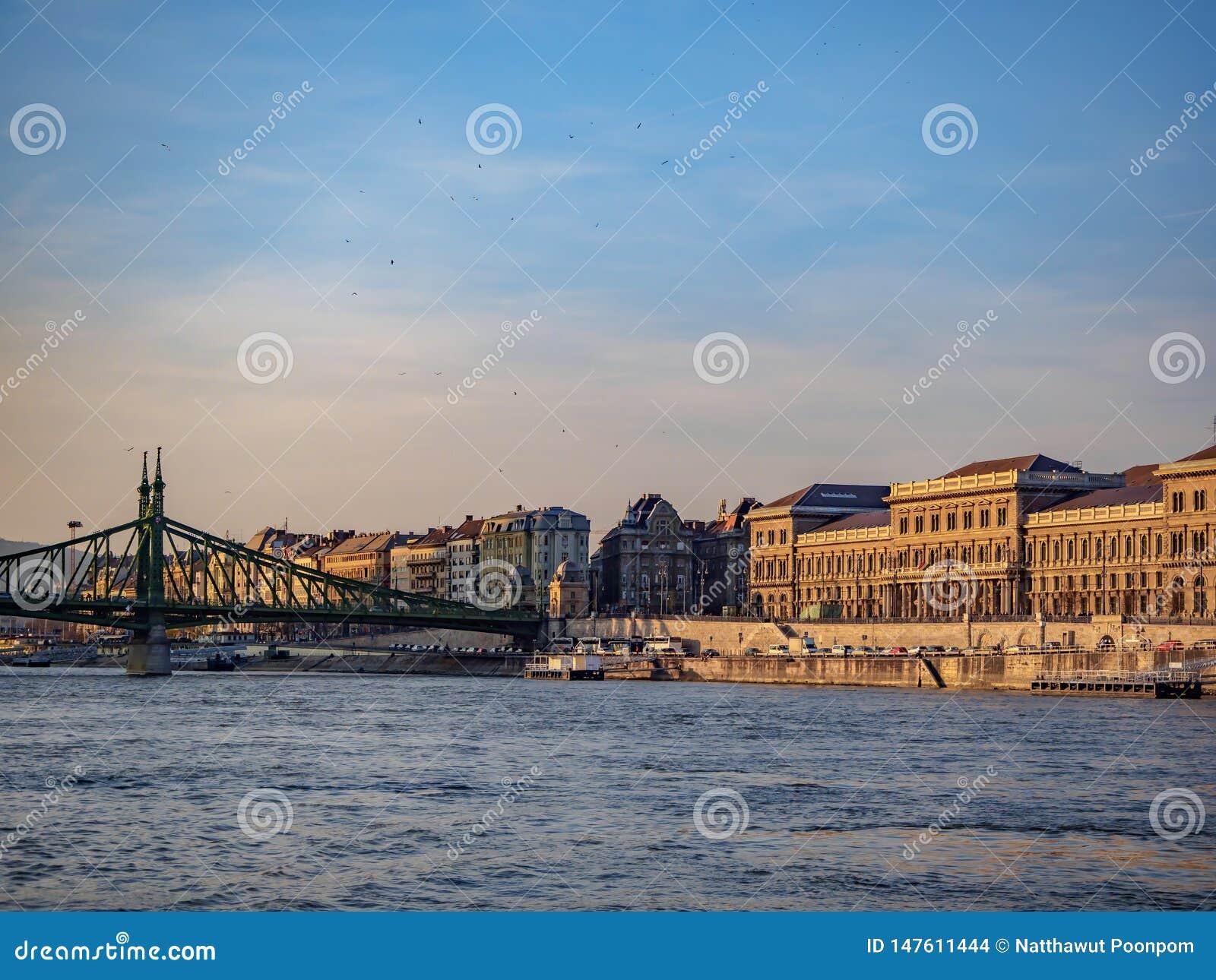 O Danube River em Hungria é o rio o mais longo na União Europeia