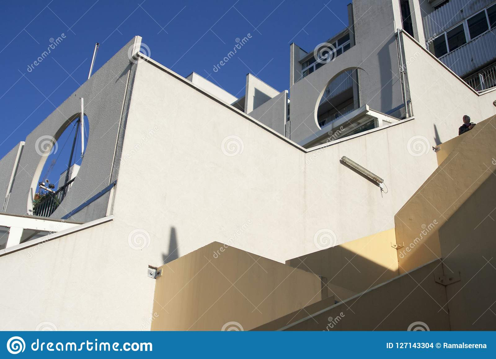 O detalhe de casas populares rebatizou Lavatrici no oeste Genoese