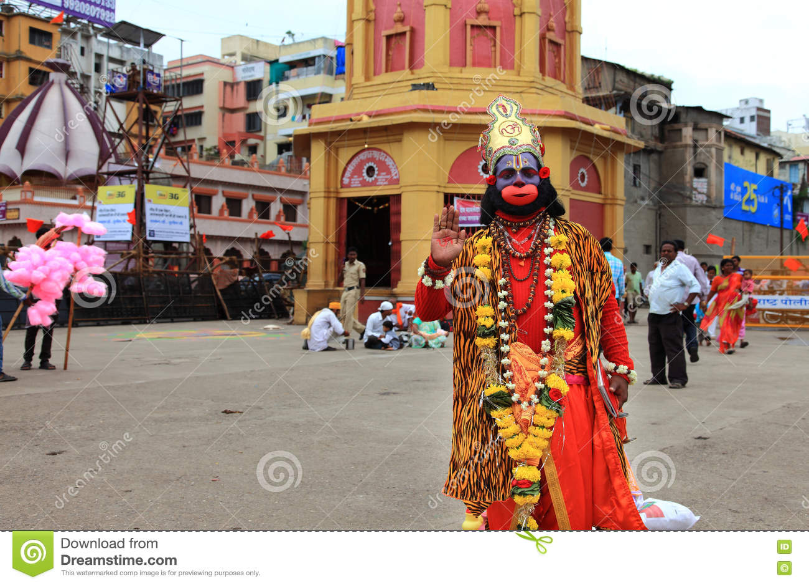 O devoto aparece como o deus hindu Hanuman