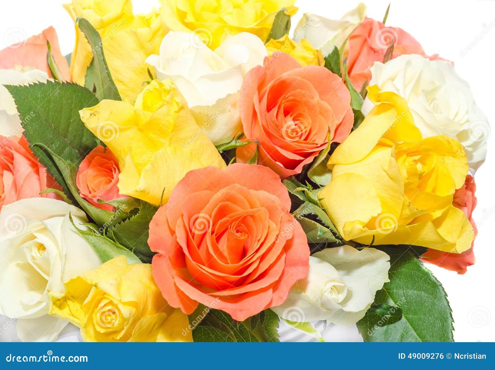 Fabuloso Arranjo De Flor De Flores Brancas E Amarelas Cor De Rosa Stock  OM28