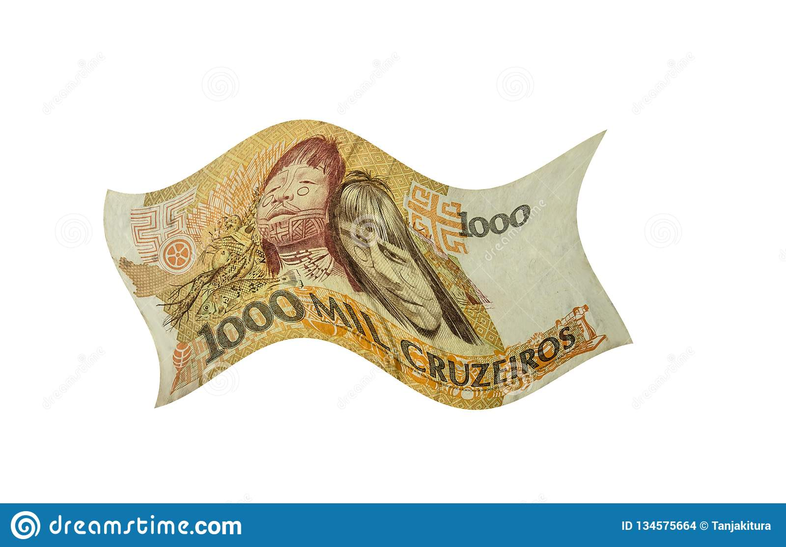 O dinheiro chinês é isolado no branco