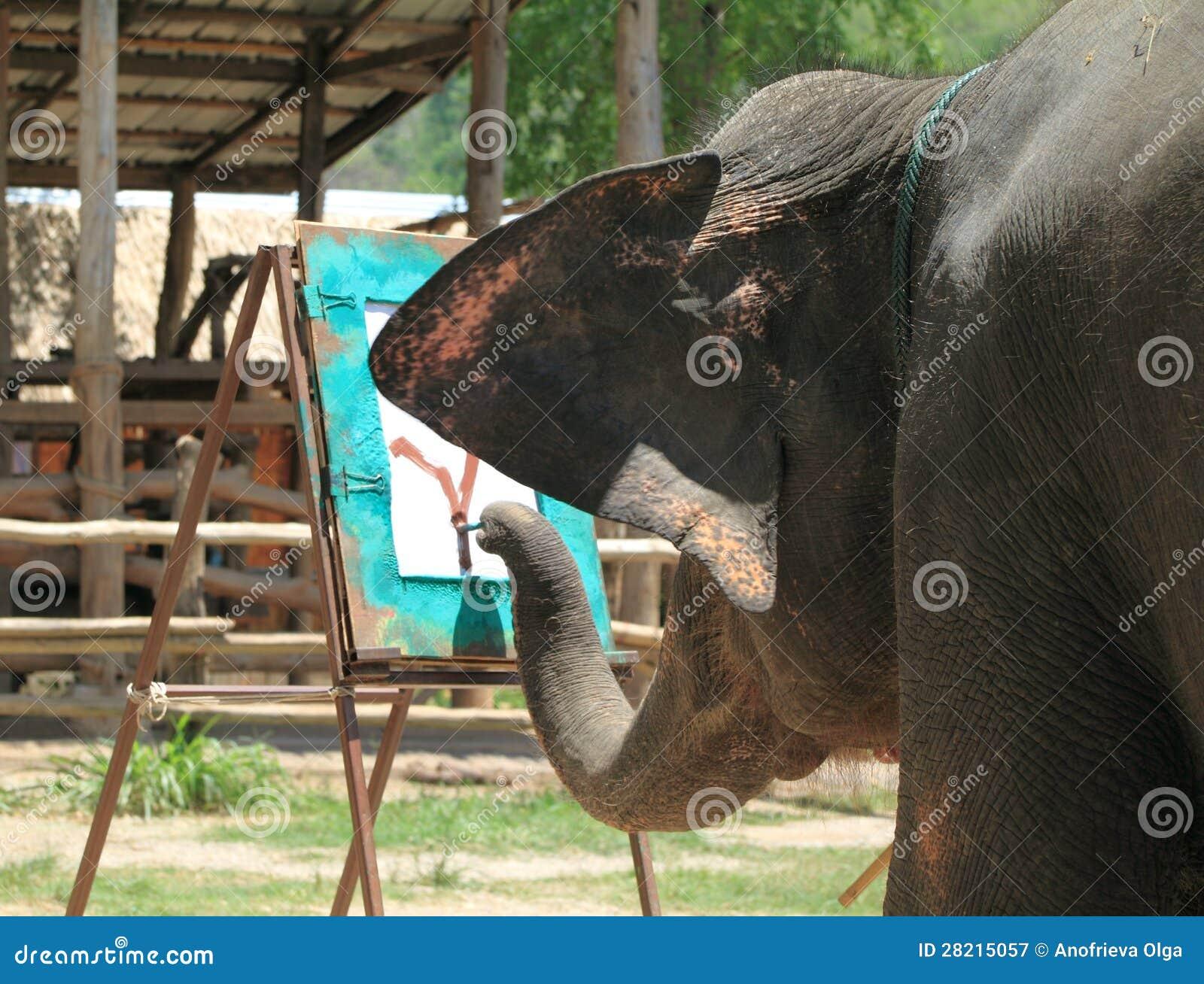 O elefante desenha uma árvore um tronco