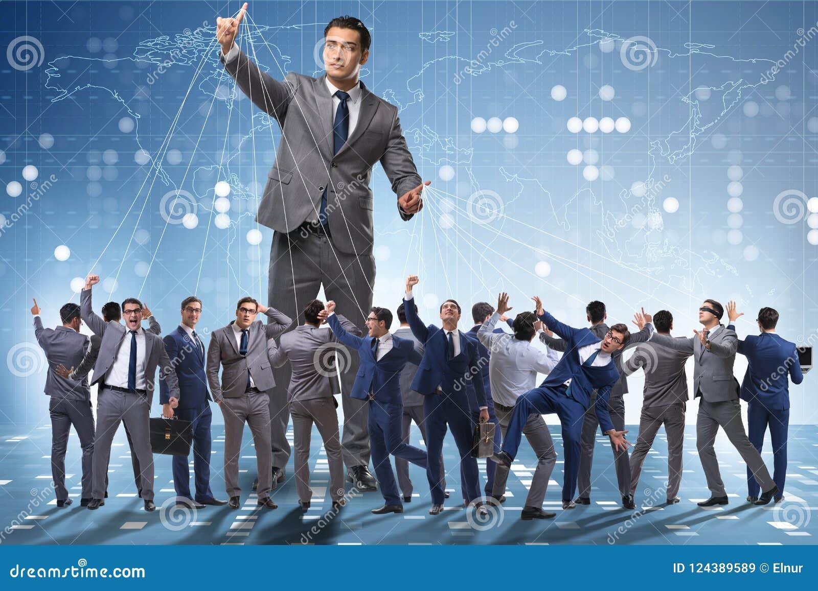 O empregado do chefe que manipula seu pessoal no conceito do negócio