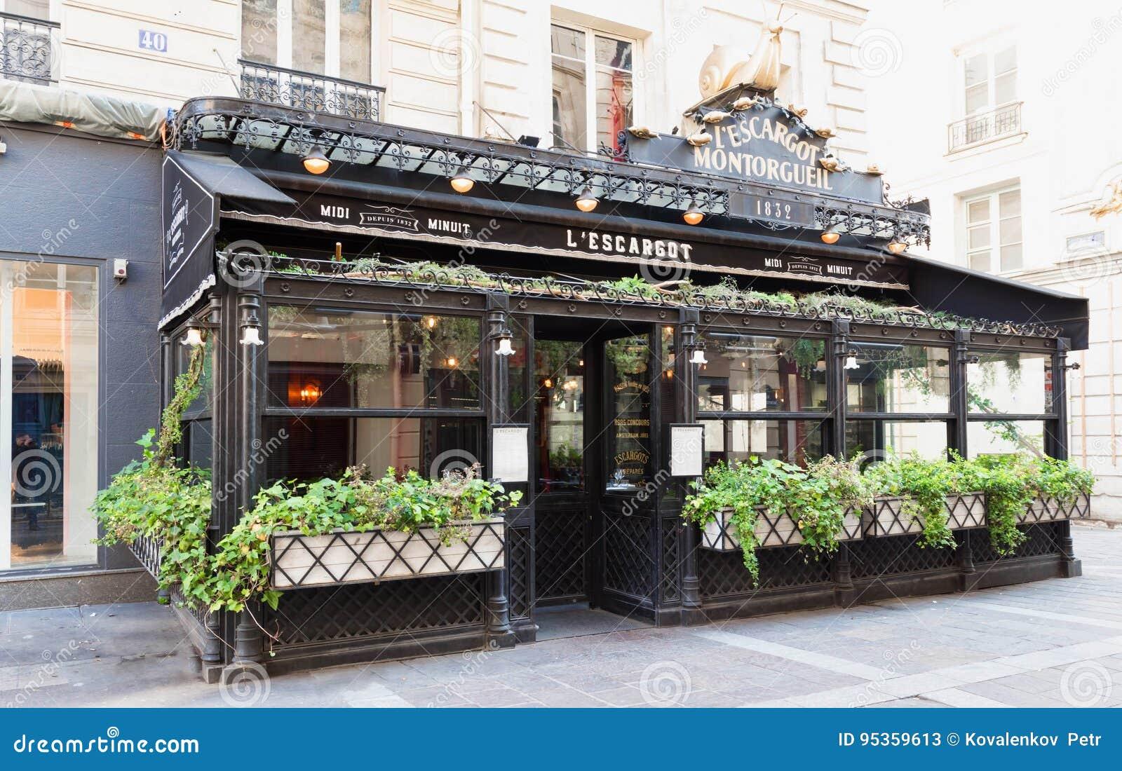 O escargot tradicional famoso dos restaurantes, Paris, França