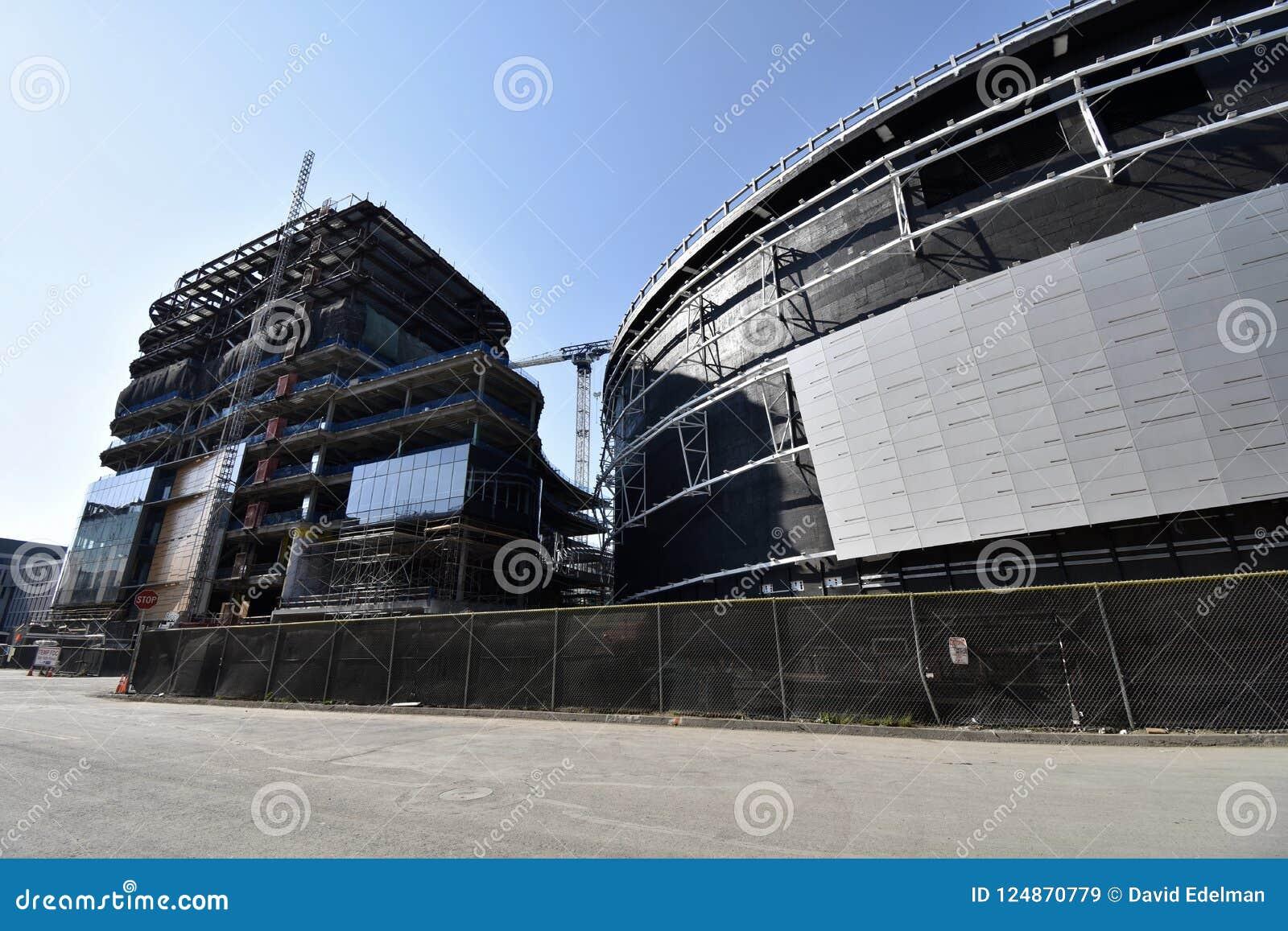 O estádio novo de continuação dos guerreiros do Golden State sob a construção, 6