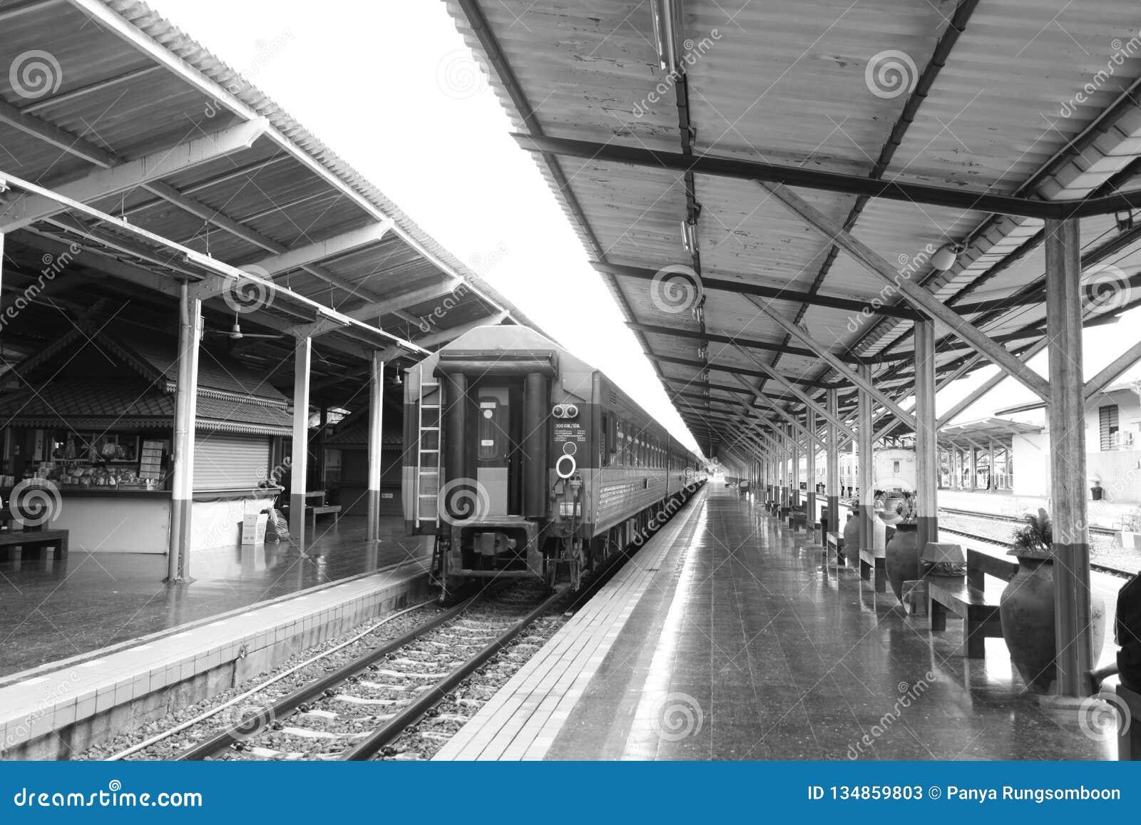 O estação de caminhos de ferro é um lugar ao tradutor