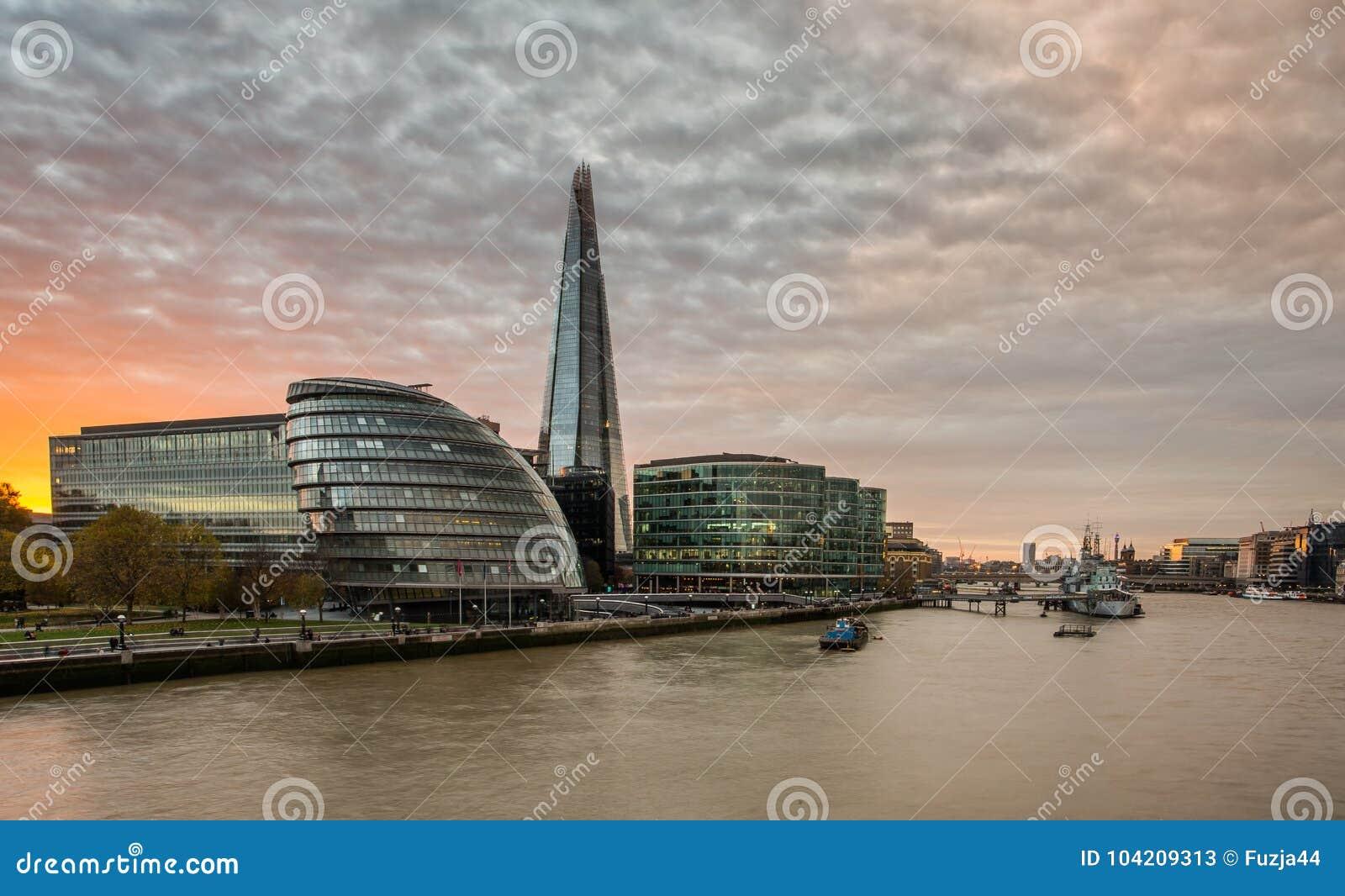 O estilhaço, skyline de Londres no por do sol