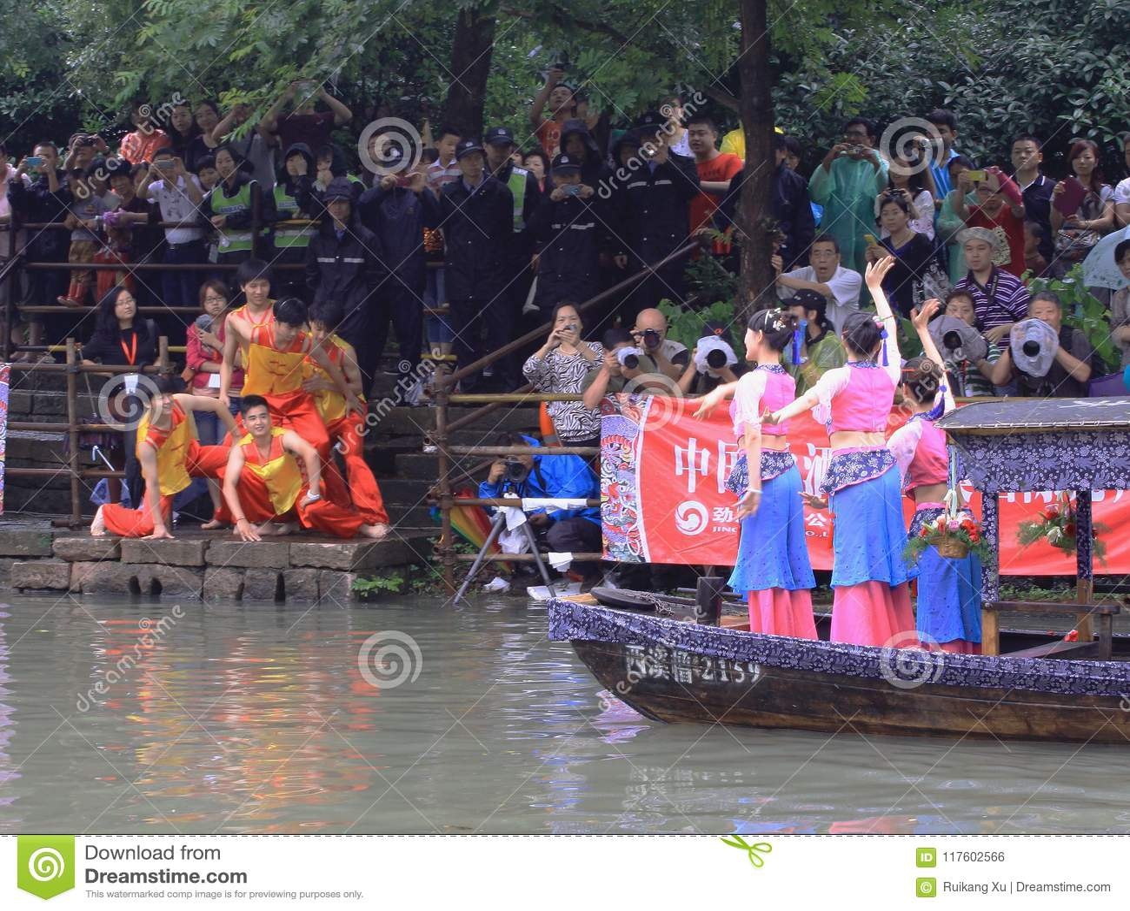 O festival tradicional chinês, Dragon Boat Festival o barco do dragão que ganhará sublinha