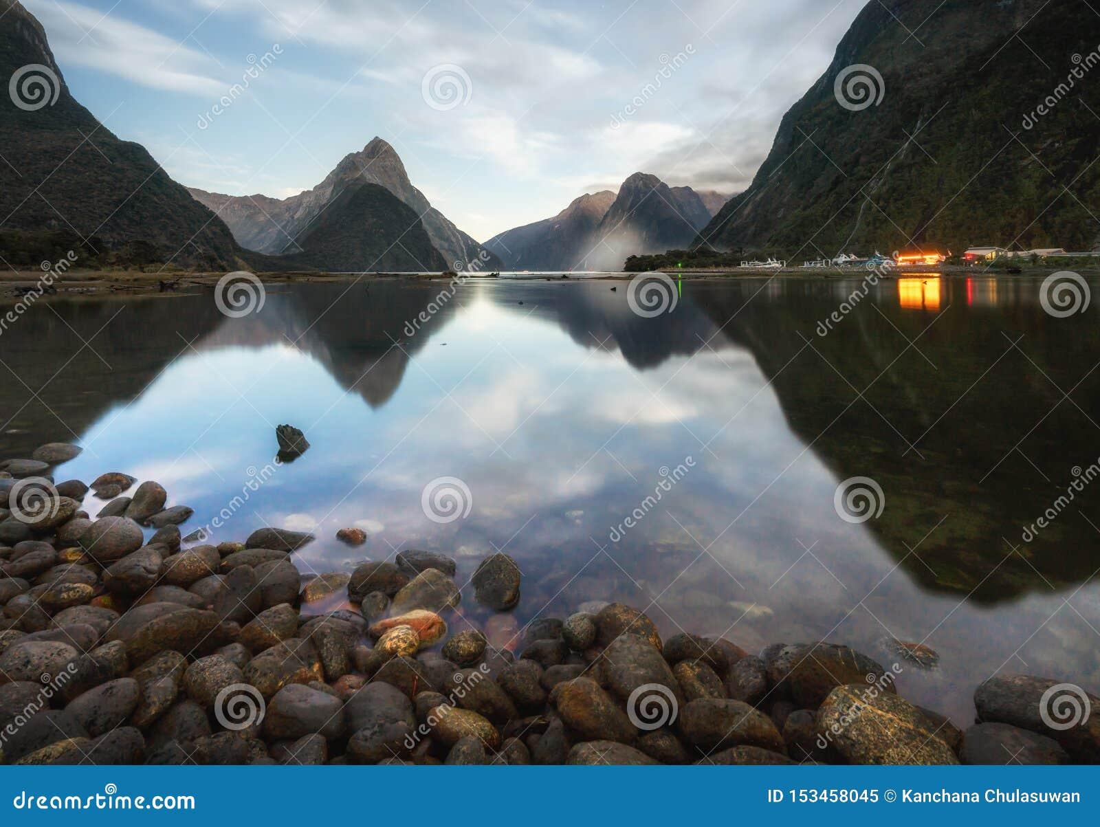 O fiord de Milford Sound Parque nacional de Fiordland