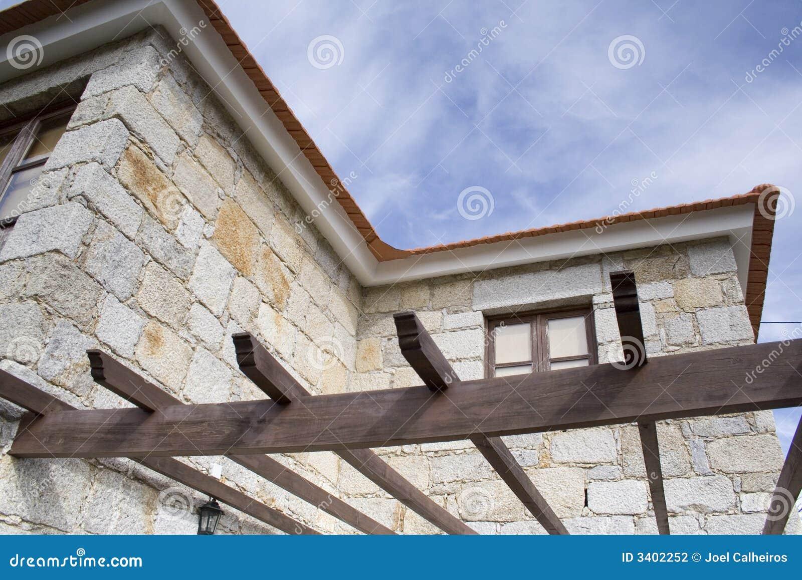 O frame de madeira de um grande ne