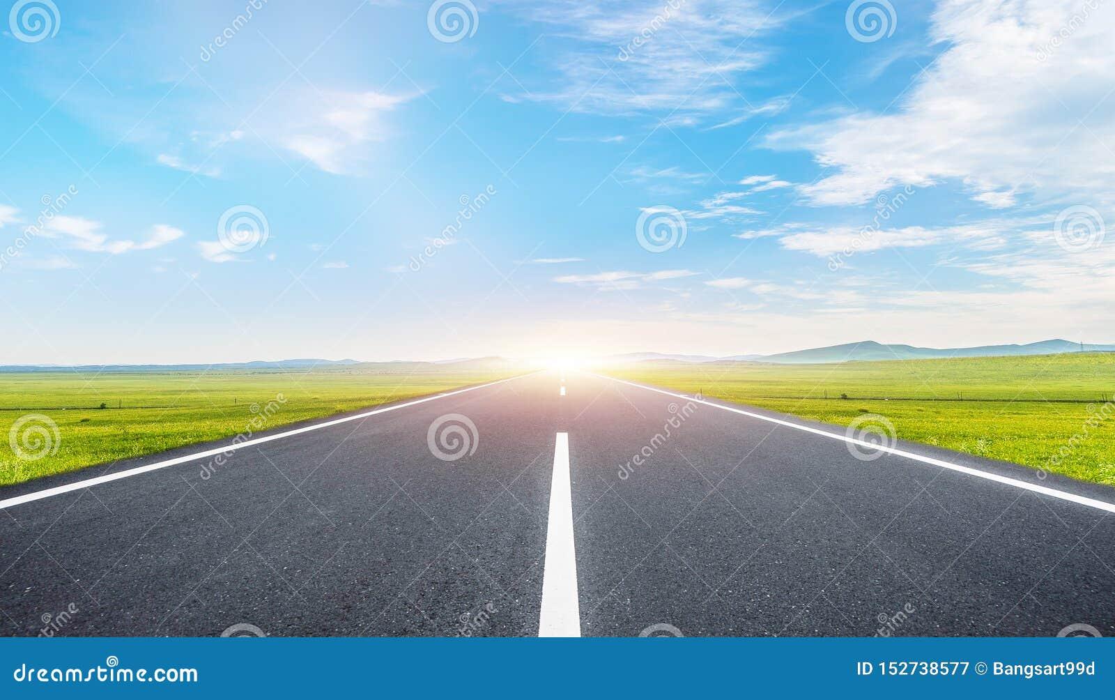 O fundo da estrada e do céu