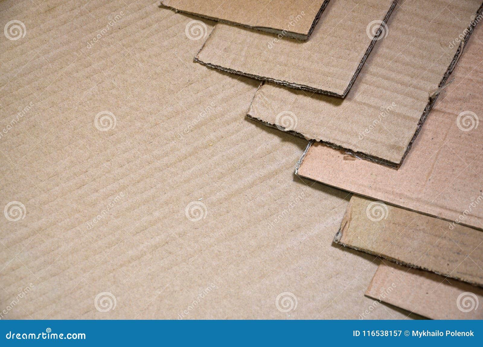 O fundo das texturas de papel empilhou pronto para reciclar Um bloco do cartão velho do escritório para reciclar da papelada Pilh