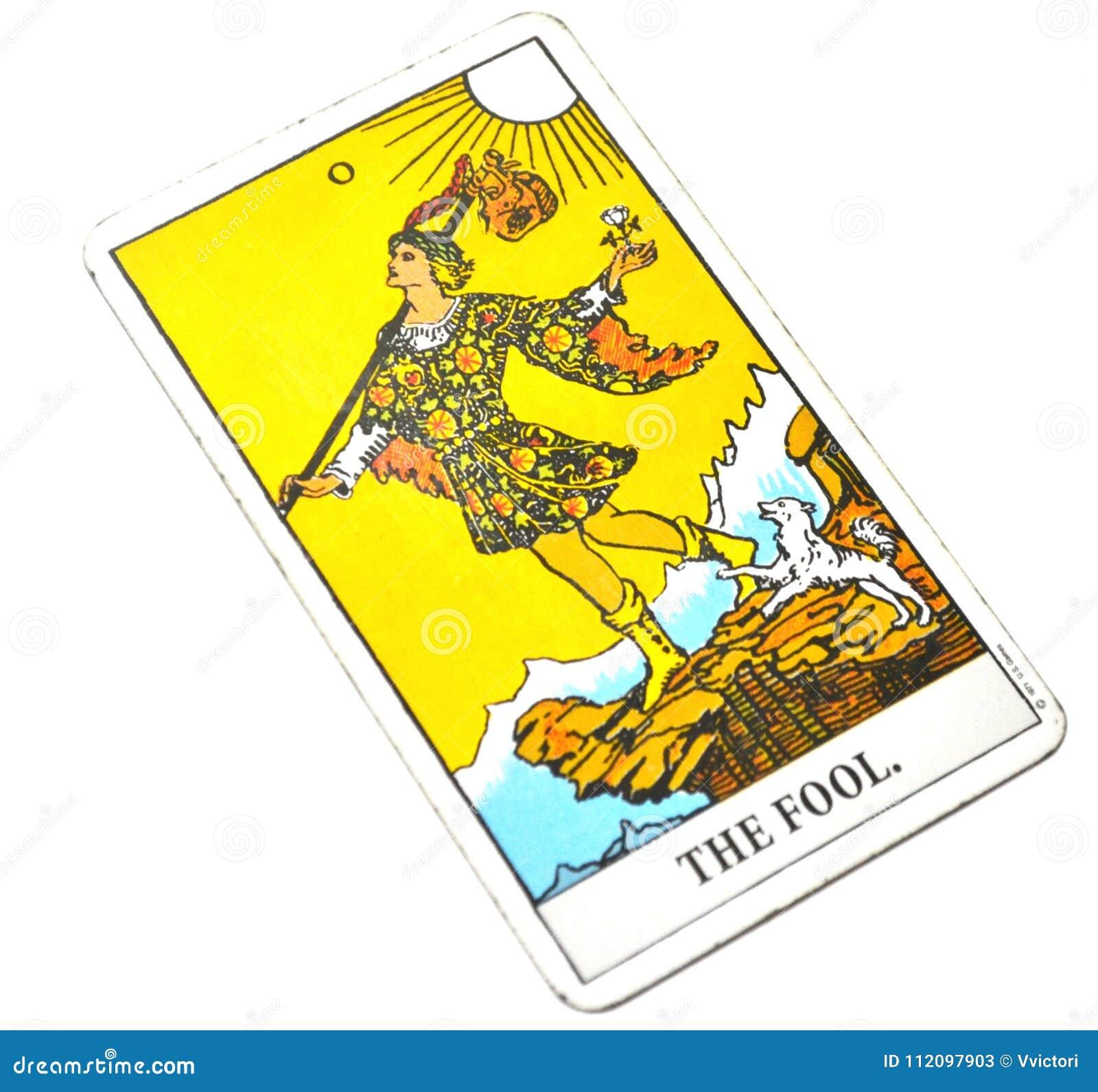 O fundo do branco do cartão de tarô do tolo
