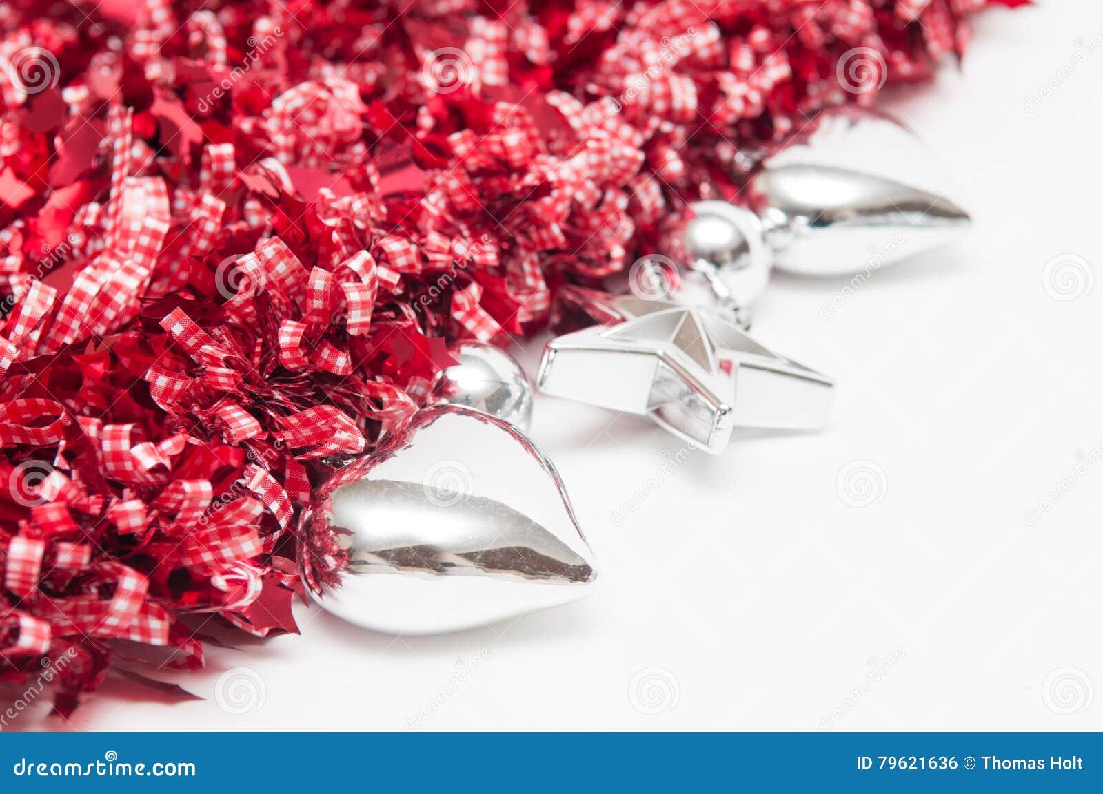 O fundo festivo com coração deu forma a decorações e à cópia branca