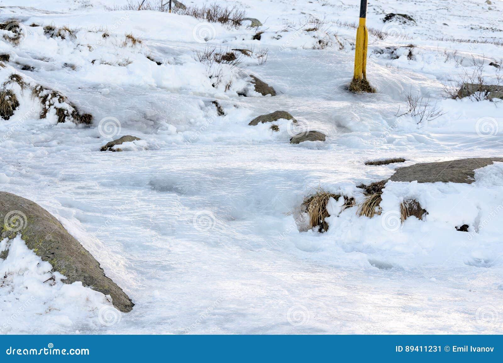 O gelo cobriu o trajeto do turista