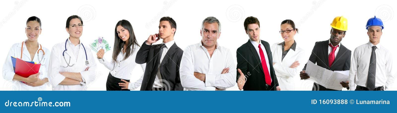 O grupo de executivos em uma linha fileira isolou-se