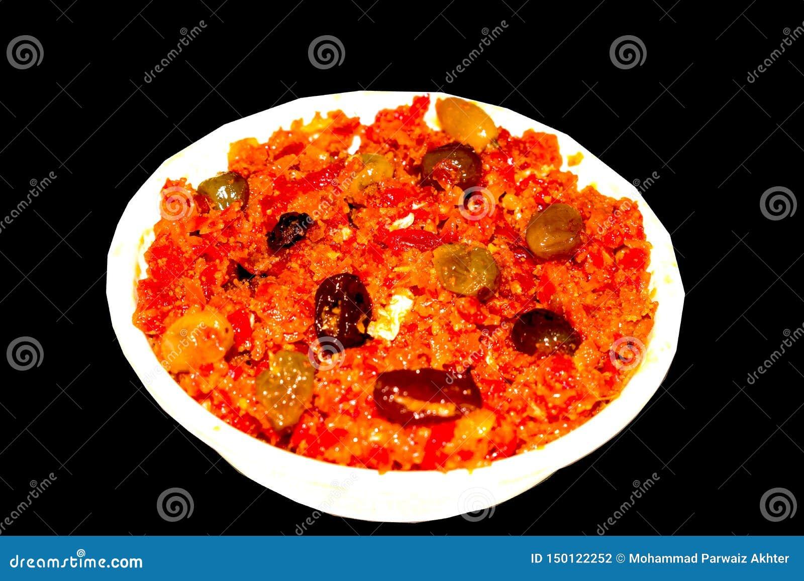 O halwa de Gajar é cenoura baseou o pudim feito com khya, leite, amêndoa, pistache