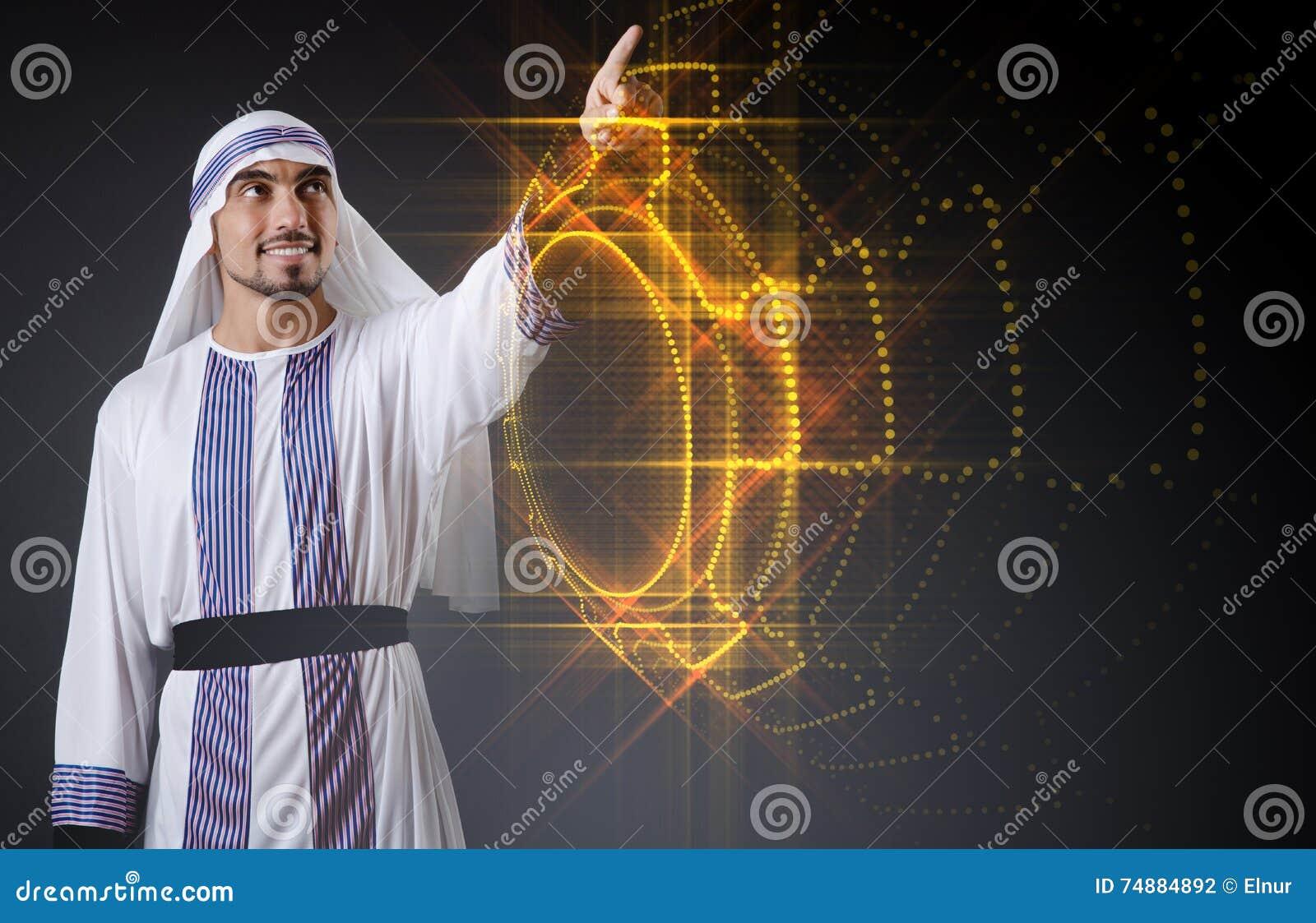 O homem árabe que pressiona botões virtuais no conceito futurista