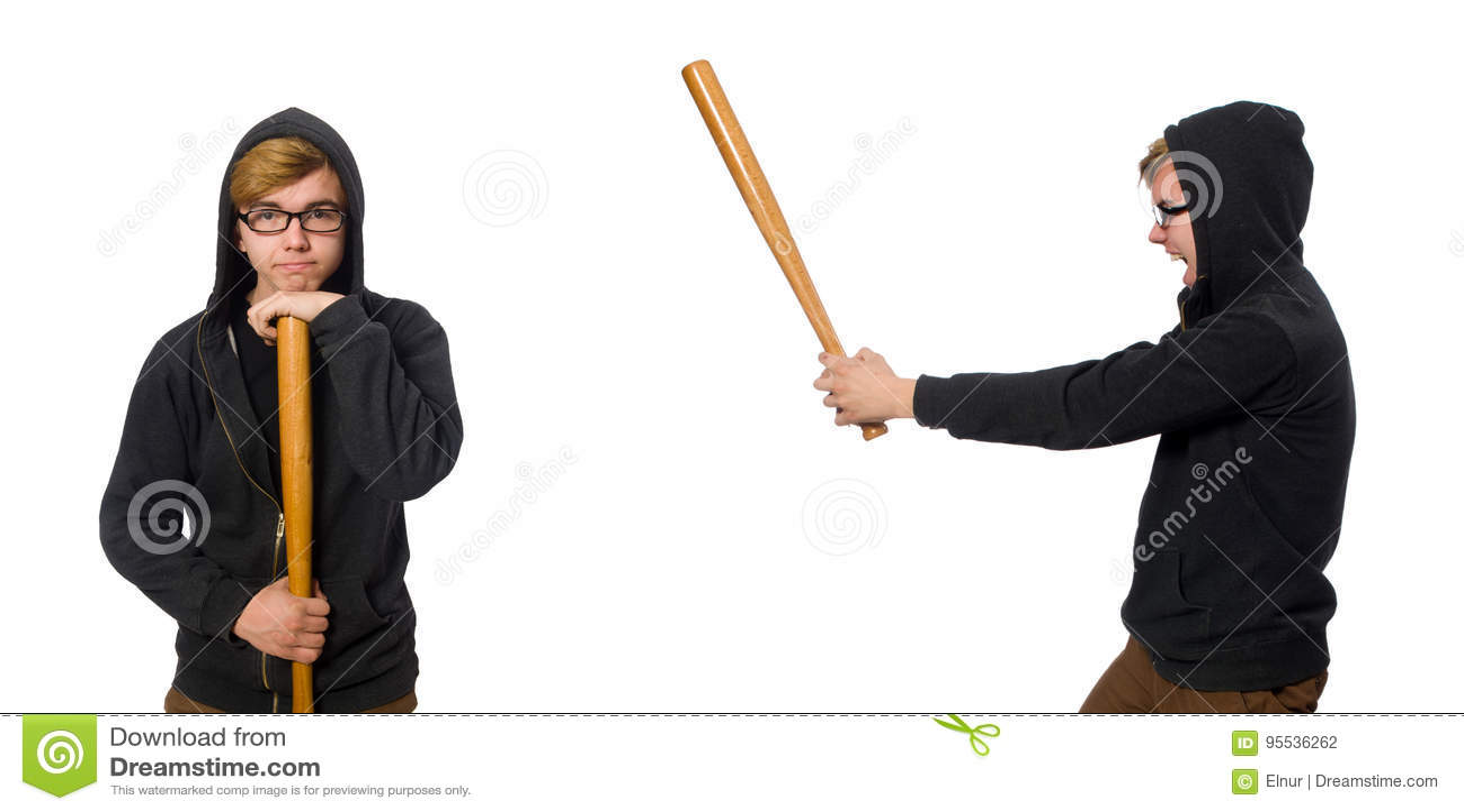 O homem agressivo com o bastão de beisebol isolado no branco