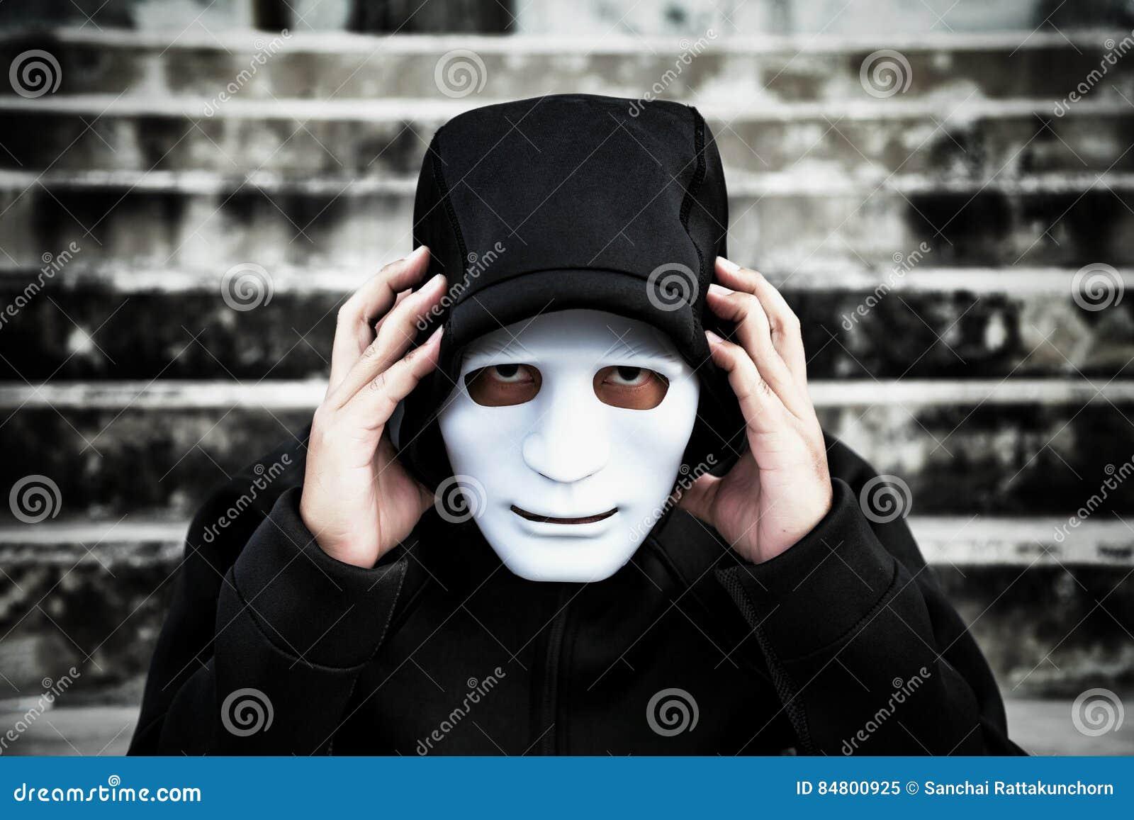 O homem da capa preta | acervo.