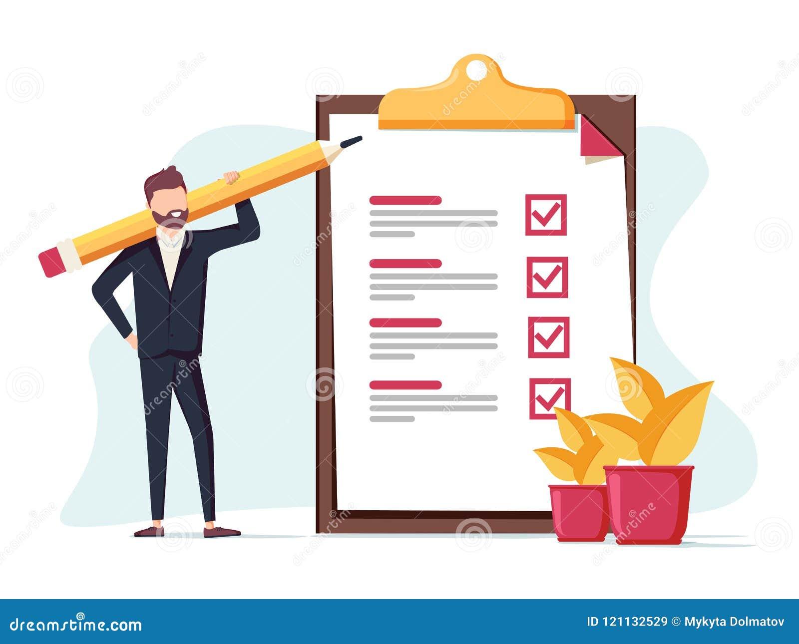 O homem de negócio positivo com um lápis gigante no seu ombro próximo marcou a lista de verificação em um papel da prancheta