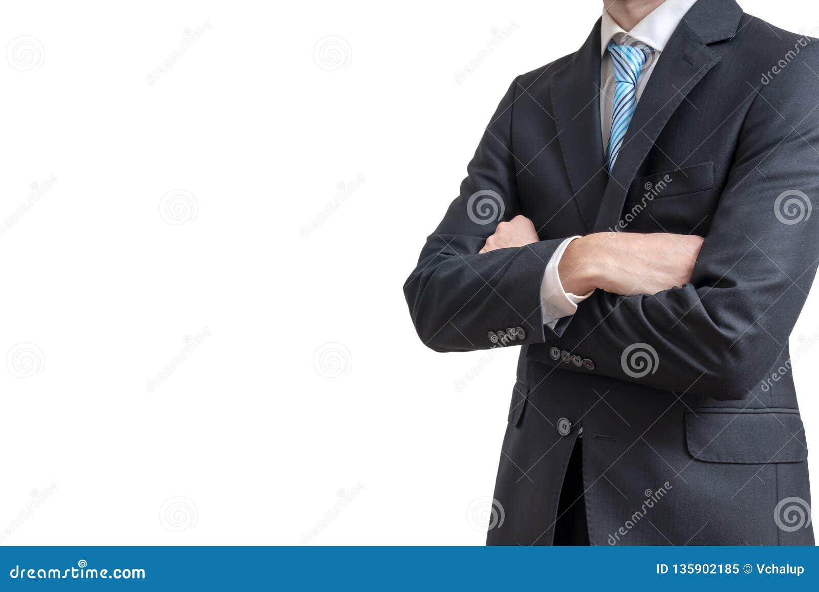 O homem de negócios cruzou os braços Isolado no fundo branco