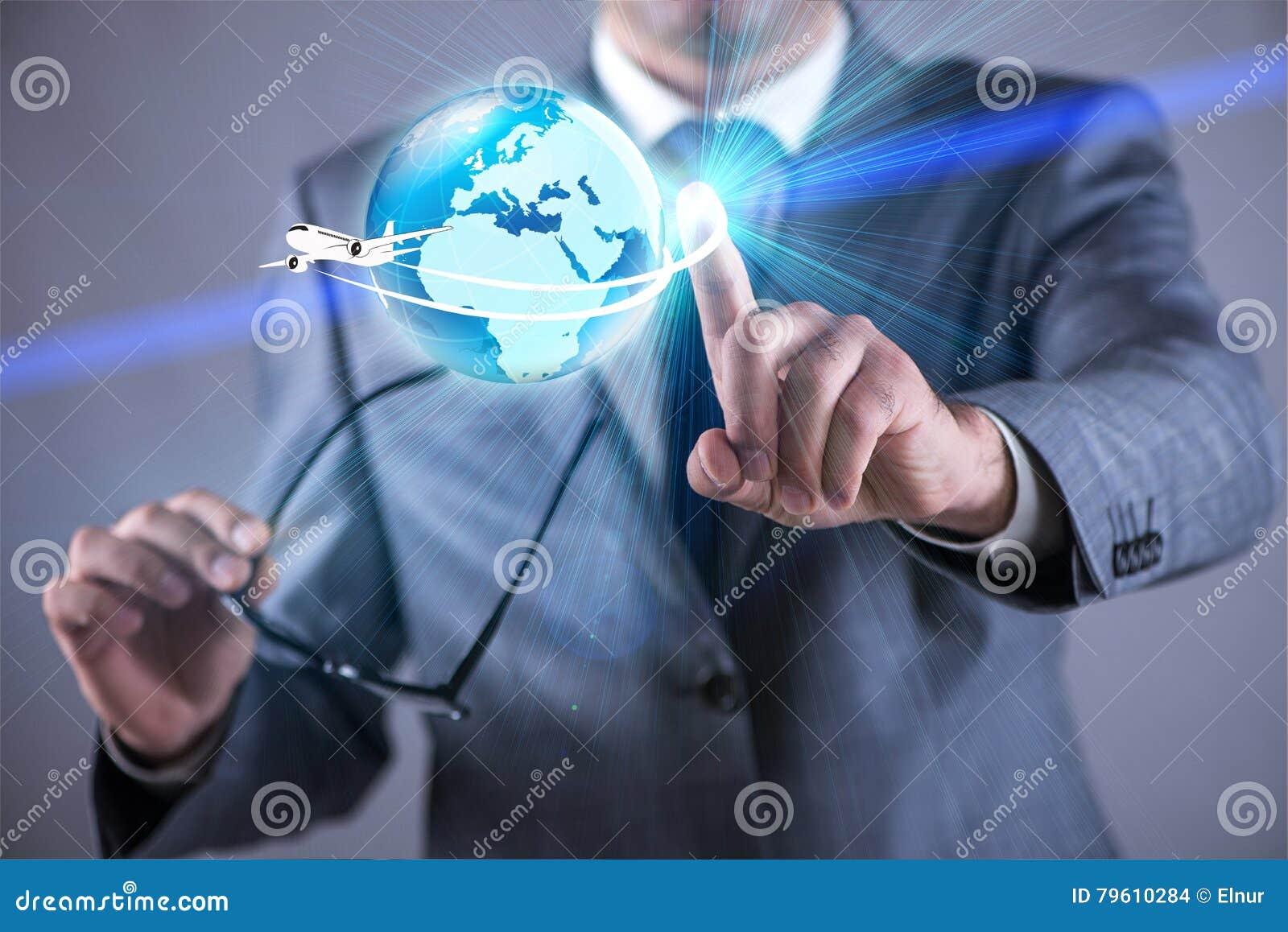 O homem de negócios no conceito da viagem aérea