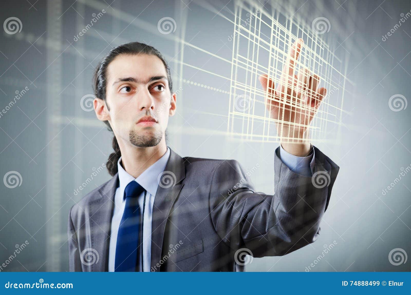 O homem de negócios que pressiona botões virtuais no conceito futurista