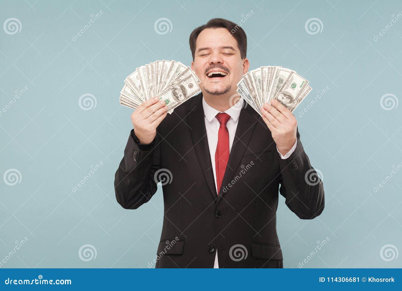 O homem ganhou honestamente muito dinheiro
