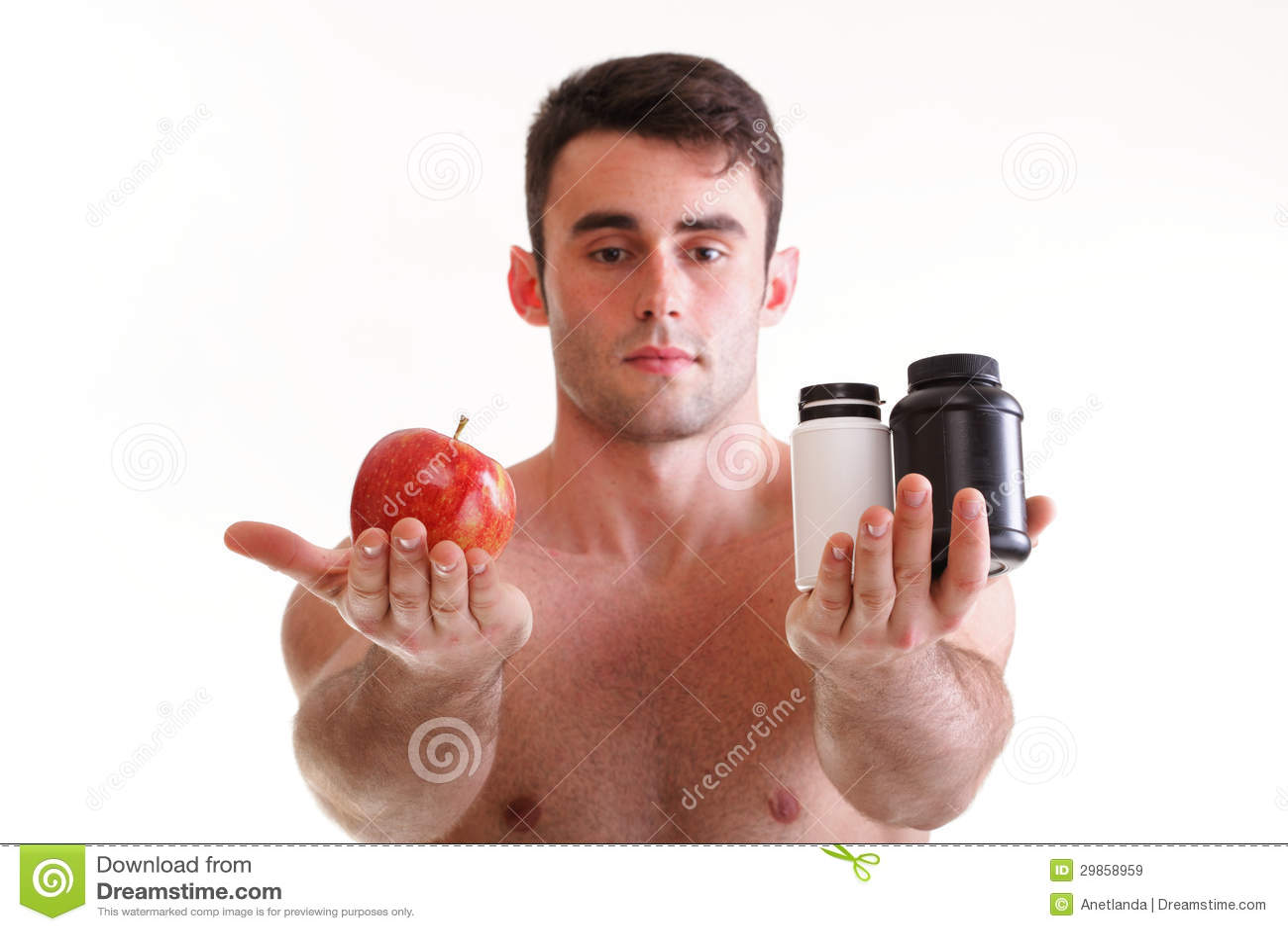 A vitamina ou a tabuleta do arrasto dos comprimidos encaixotam o homem dos suplementos isolado