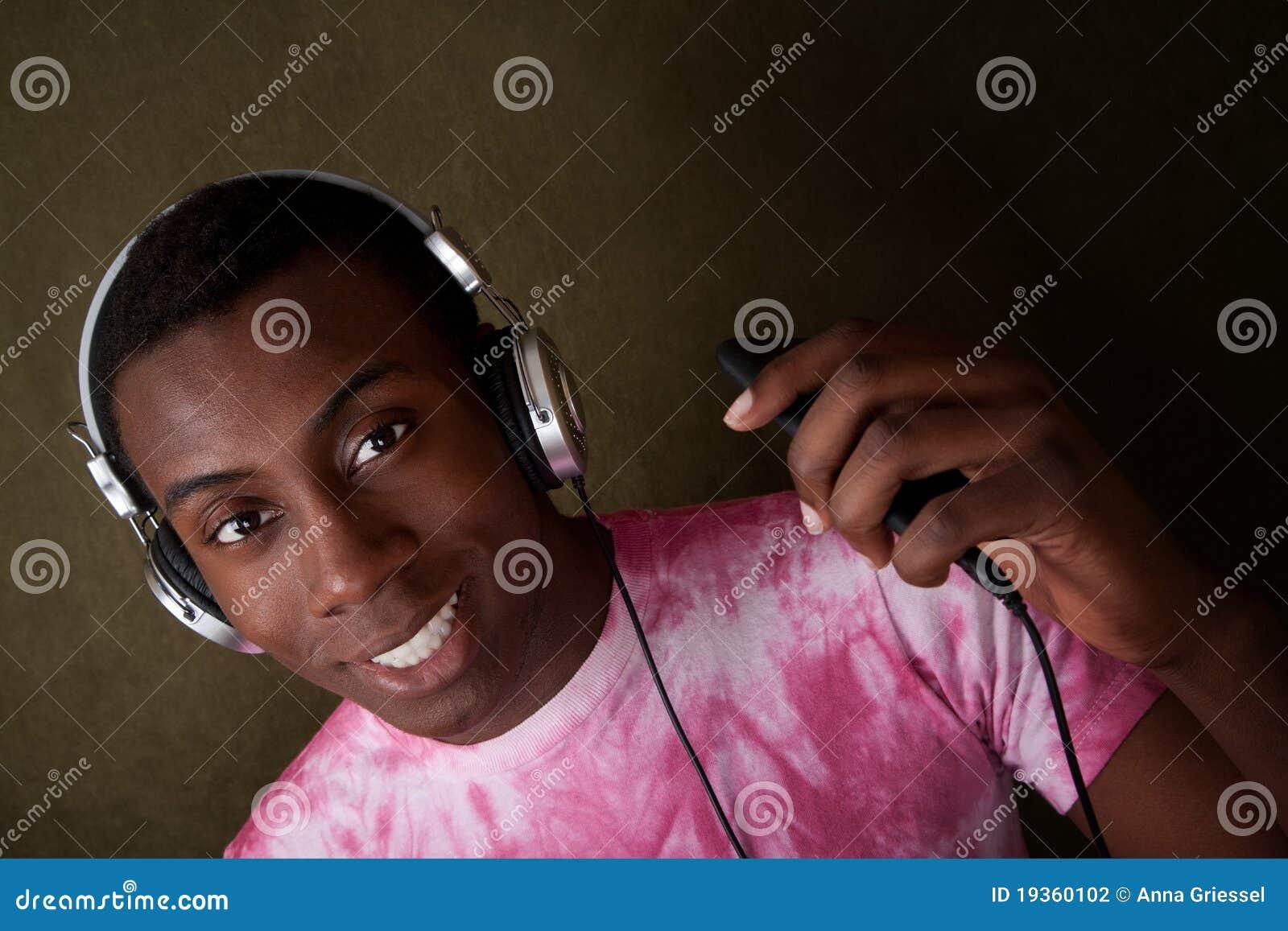 O homem novo escuta a música