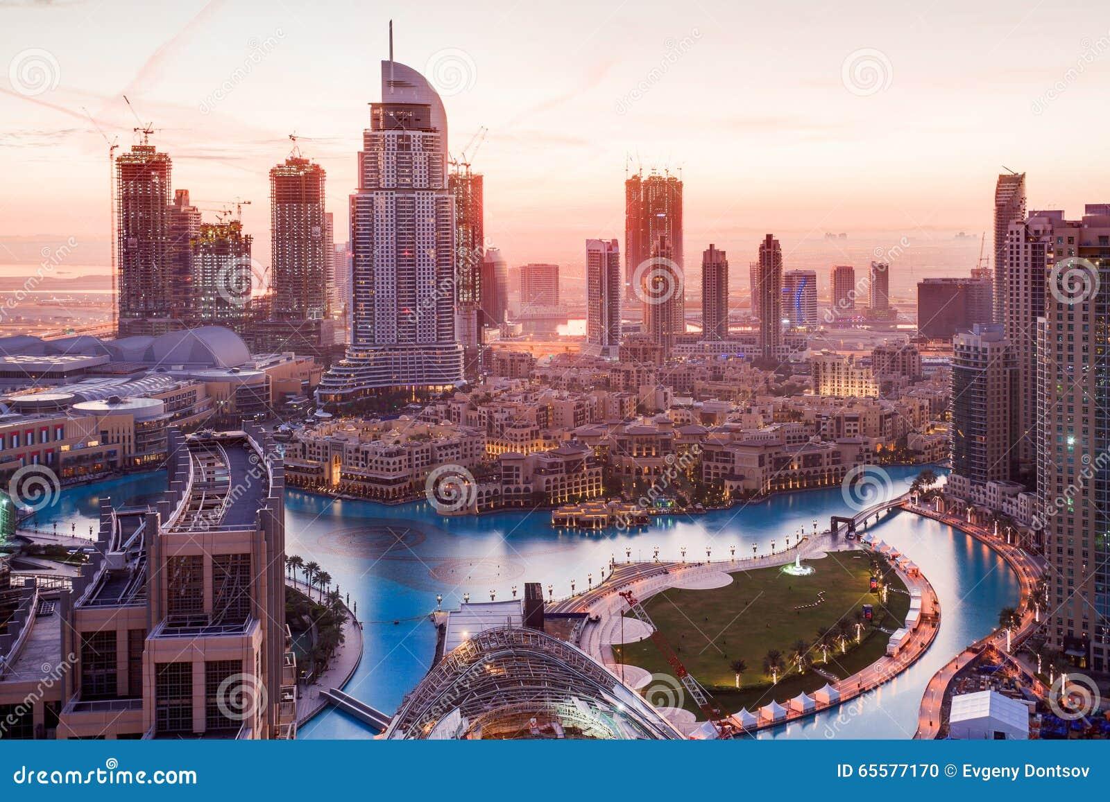 O hotel do endereço em Dubai na manhã
