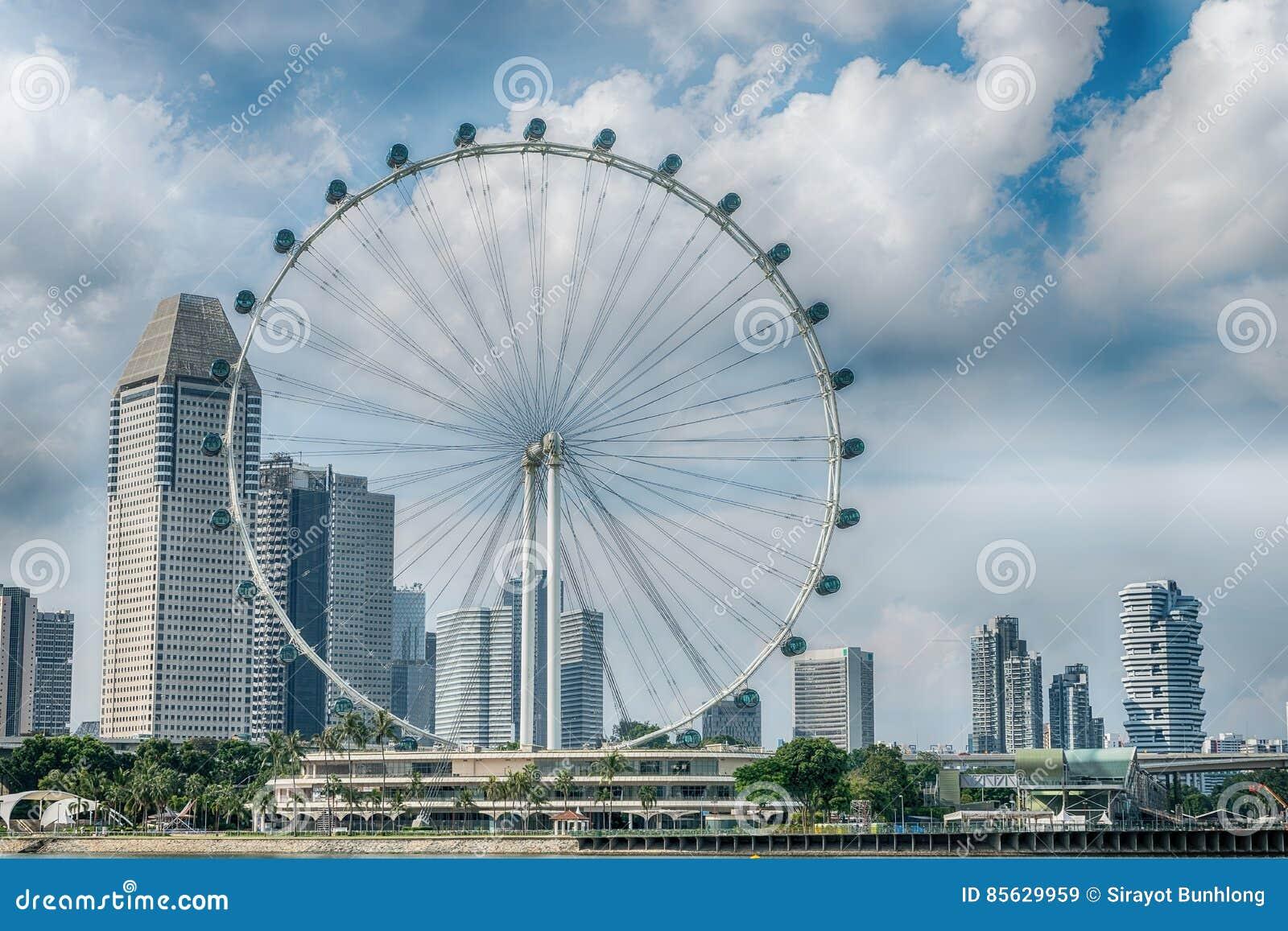 O inseto de Singapura os ferris gigantes roda dentro Singapura