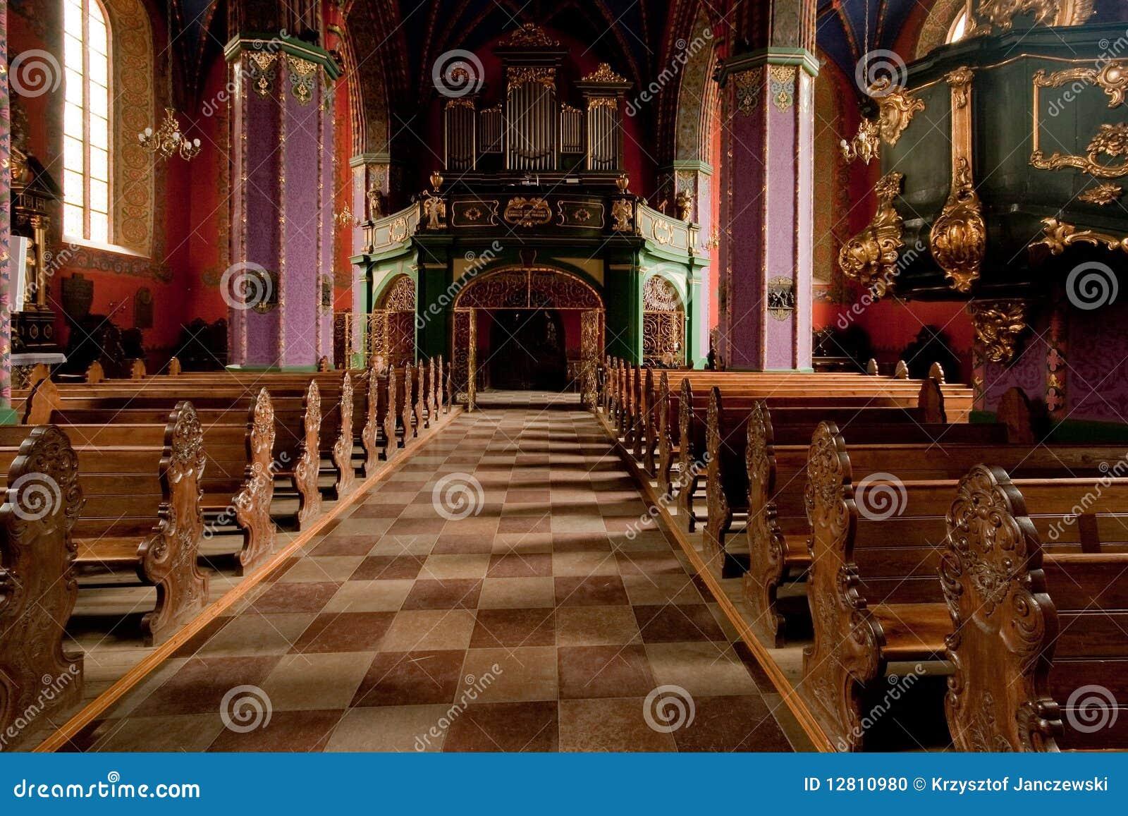O interior de uma igreja gótico, Poland.