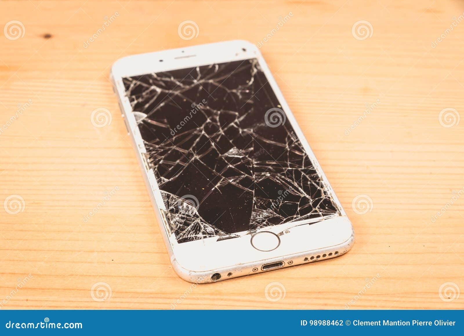 O iPhone quebrado 6S tornou-se pela empresa Apple Inc