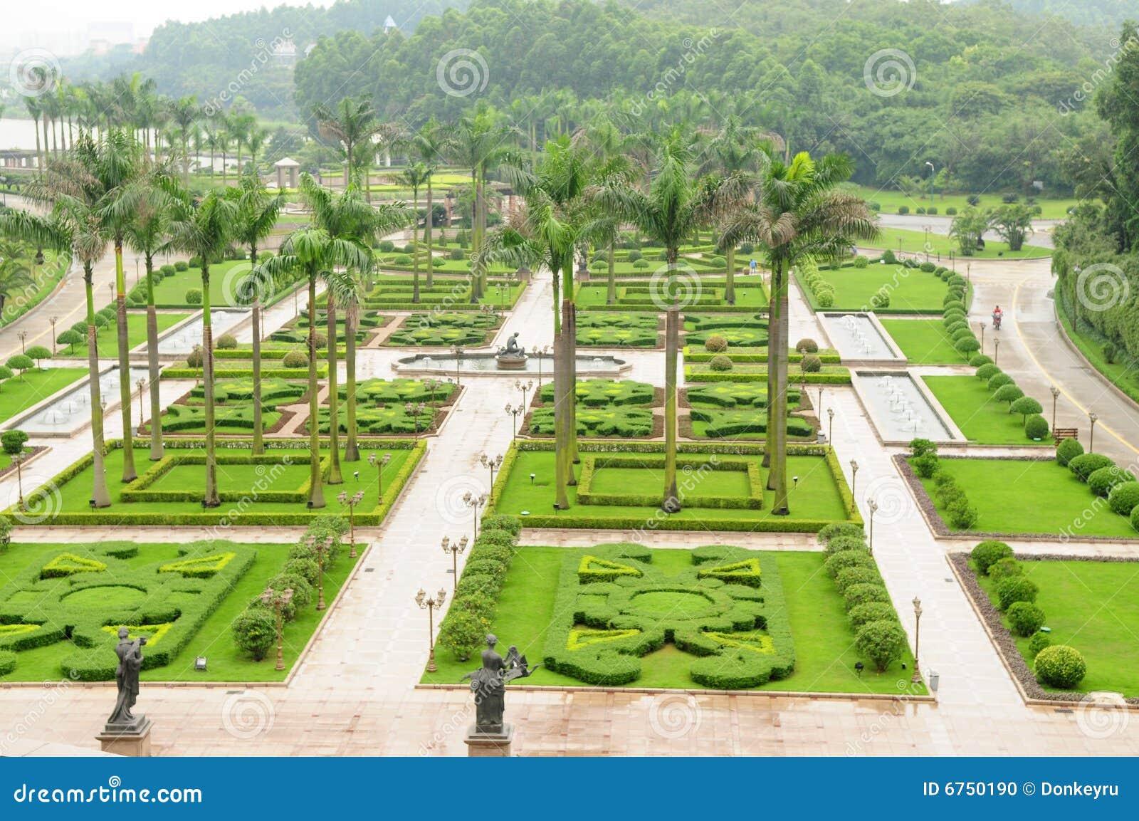 fotos jardim quadrado:Foto de Stock: O jardim quadrado moderno