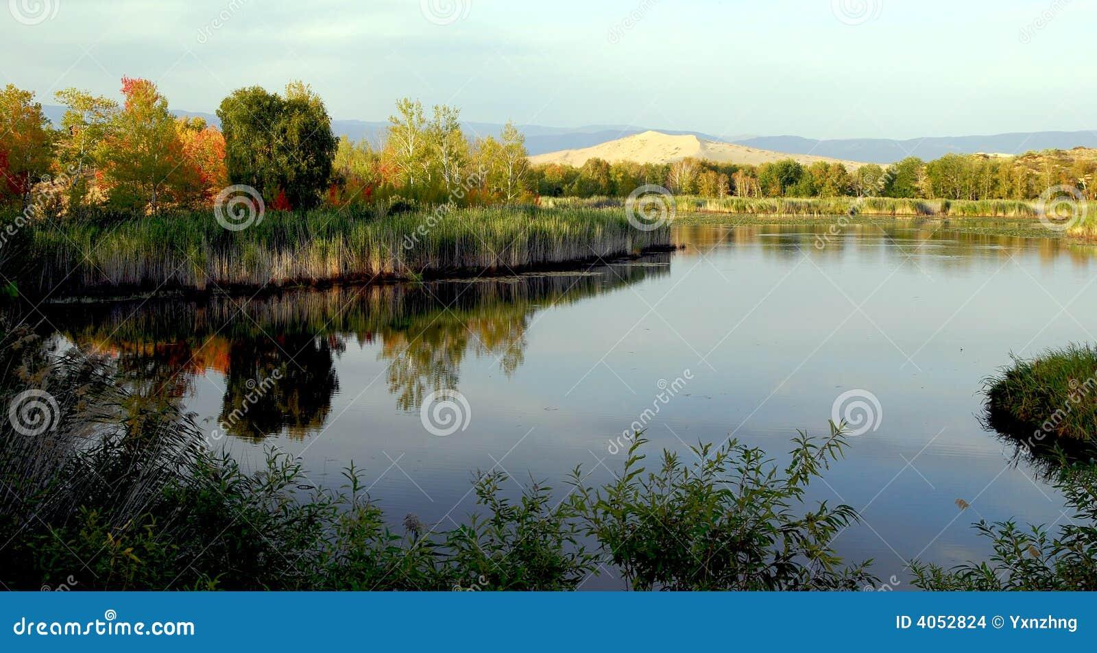 O lago Baisha do Pamirs