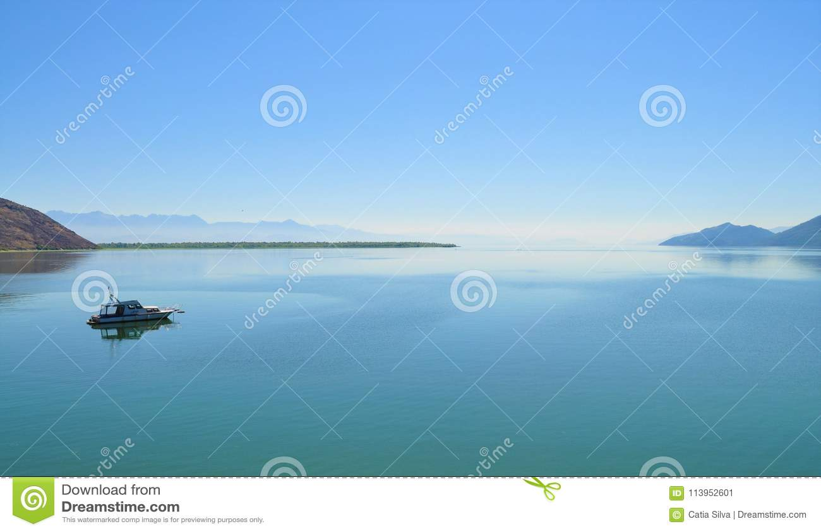 O lago e o horizonte - lago Skadar