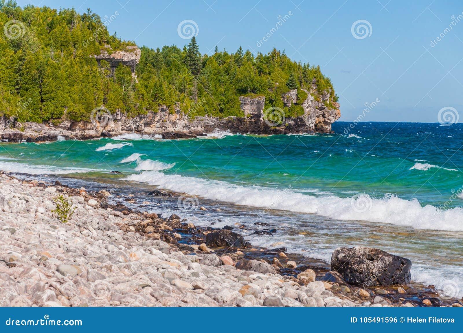 O Lago Huron em Bruce Peninsula National Park, Ontário, Canadá