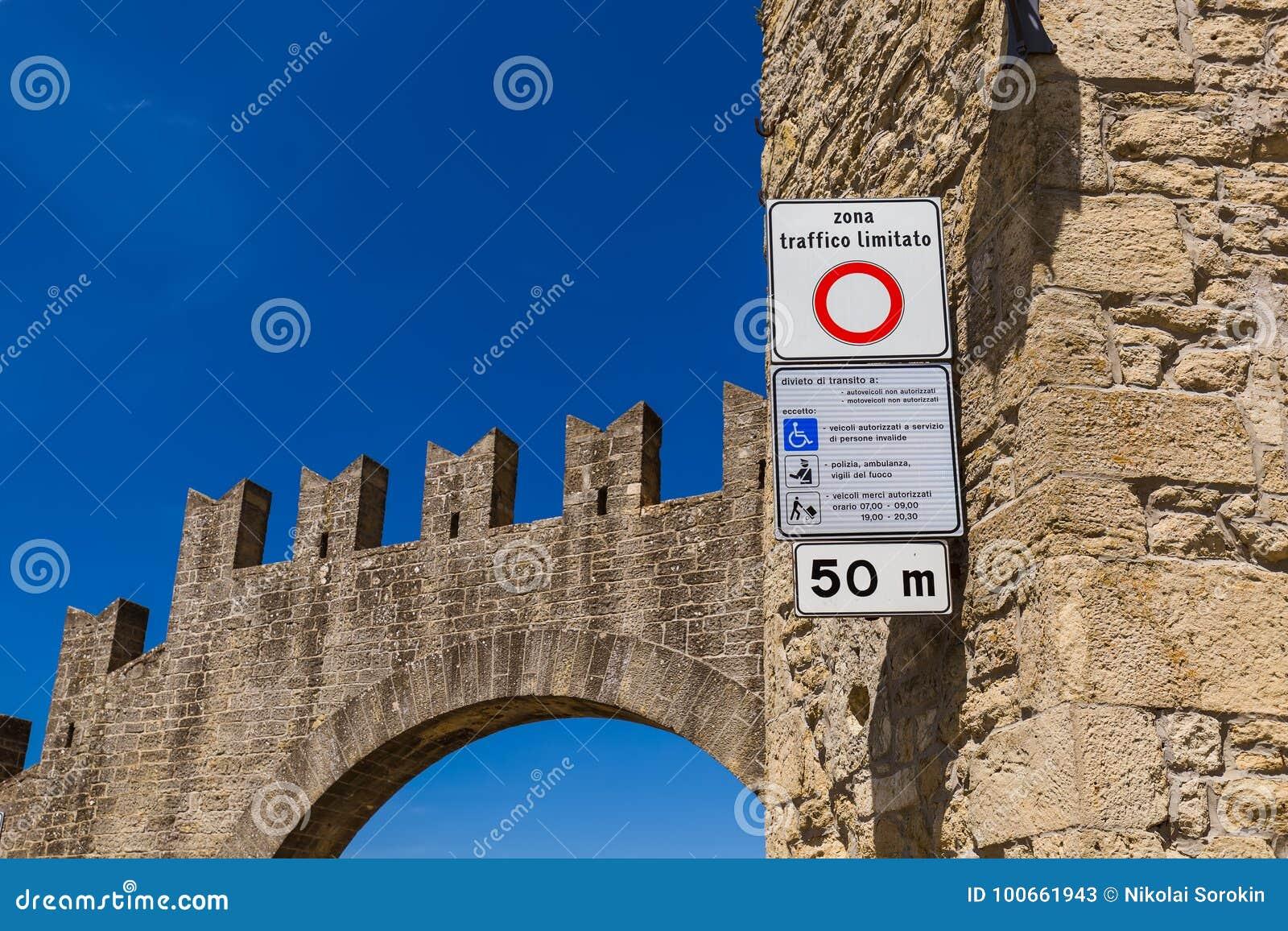O limitato do taffico de Zona assina dentro San Marino Italy