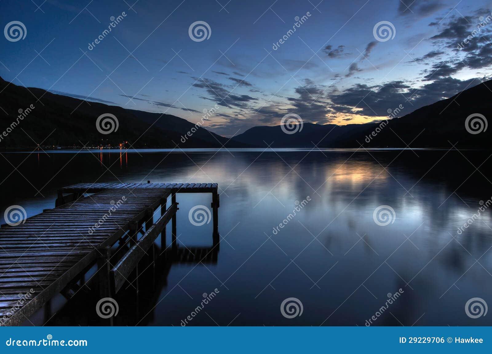 Download O Loch Escocês Ganha Na Vila De Fillans De Saint Com P Foto de Stock - Imagem de pesca, loch: 29229706