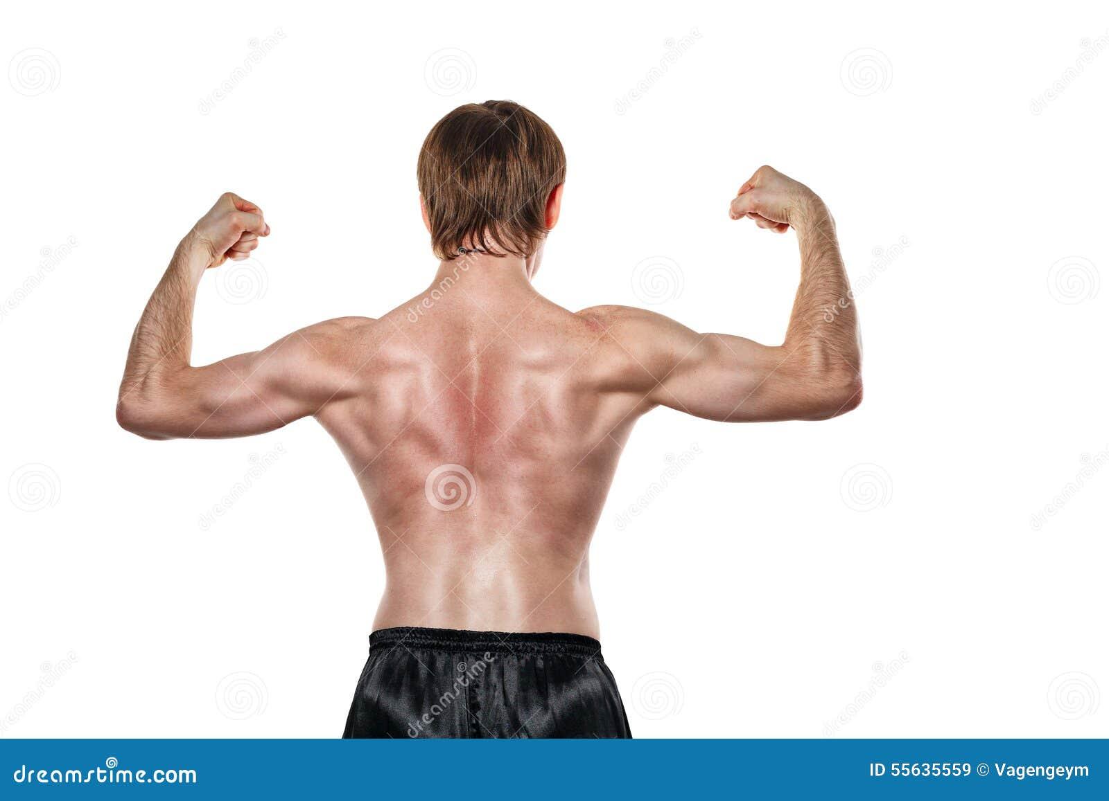 O lutador mostra os músculos traseiros