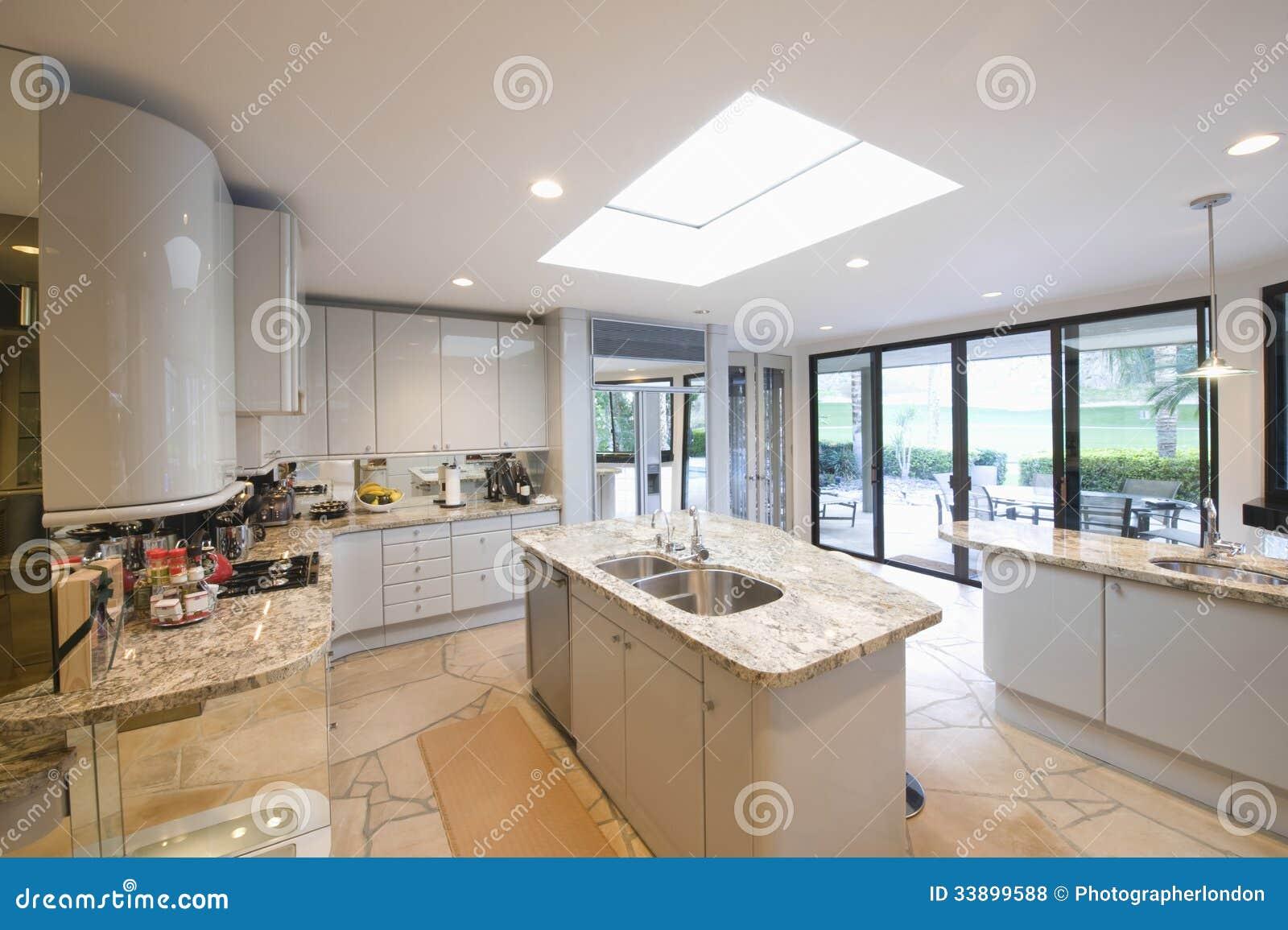 Mármore Cobriu Unidades De Worktop Na Cozinha Moderna Fotos de  #90663B 1300 955