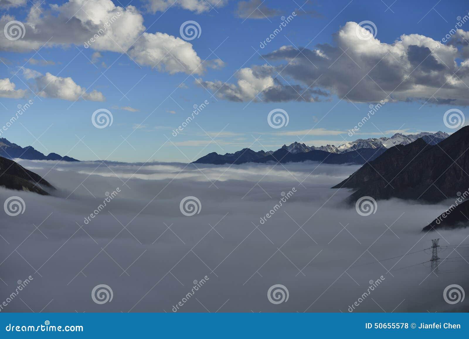 O mar da nuvem da montanha Zheduo