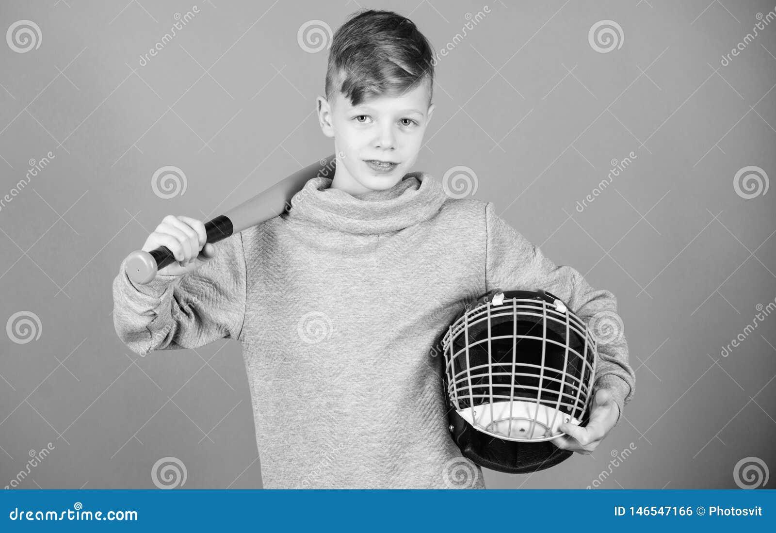 O menino do adolescente gosta do jogo de basebol Lazer e estilo de vida ativos Inf?ncia saud?vel Junte-se ? equipe de beisebol Tr