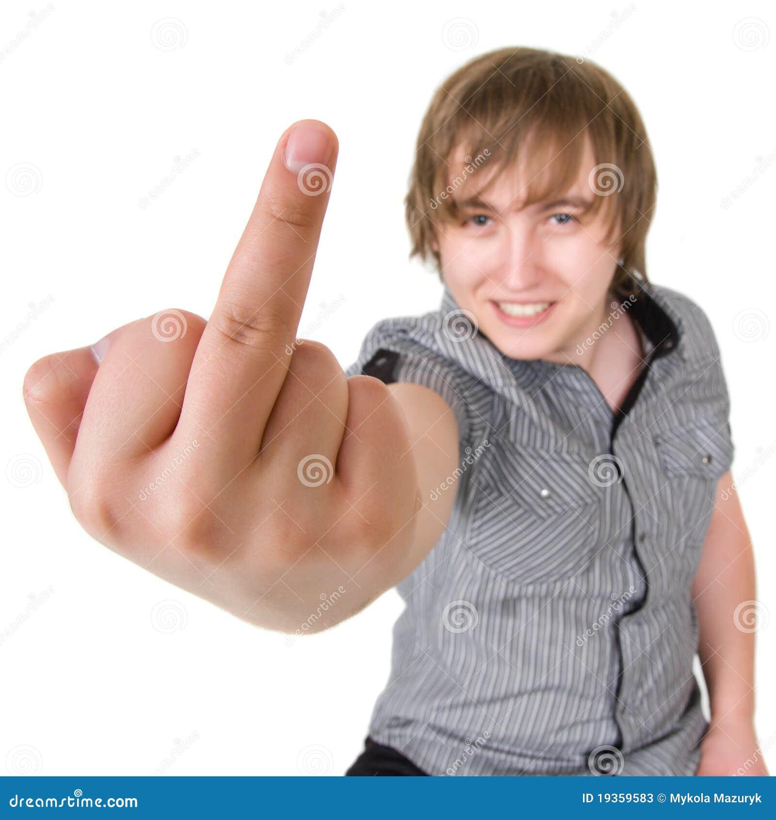 O menino ruim está mostrando o dedo médio