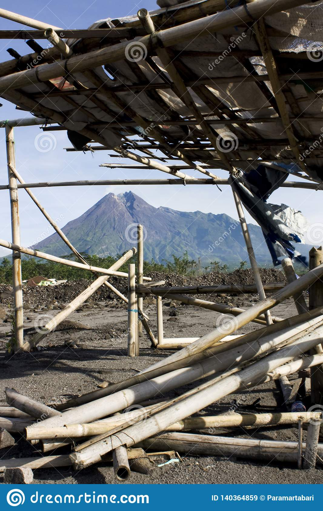 O Monte Merapi um da maioria de vulcões ativos em Indonésia